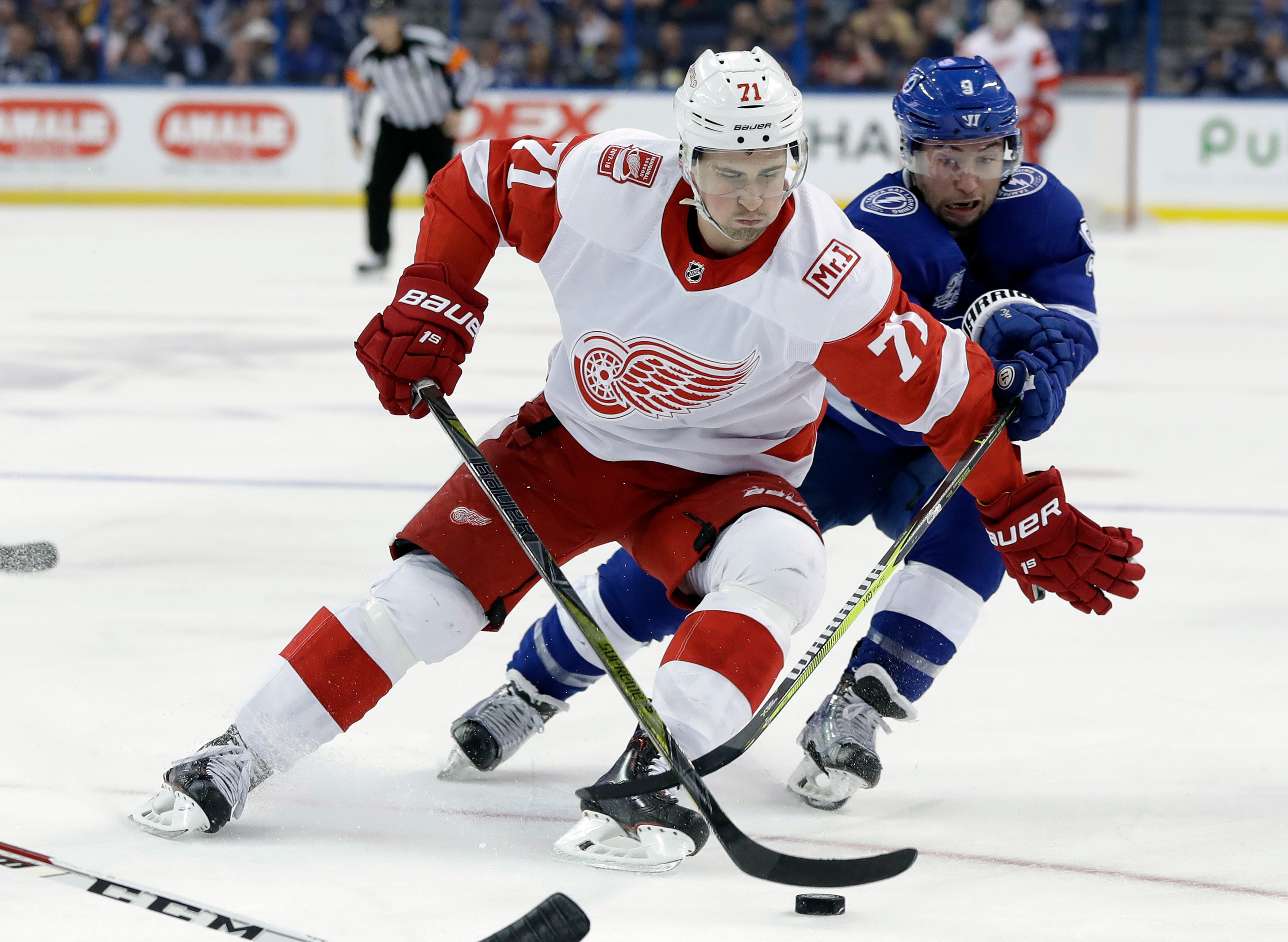 Lightning beat Red Wings for 11th straight time, 4-1