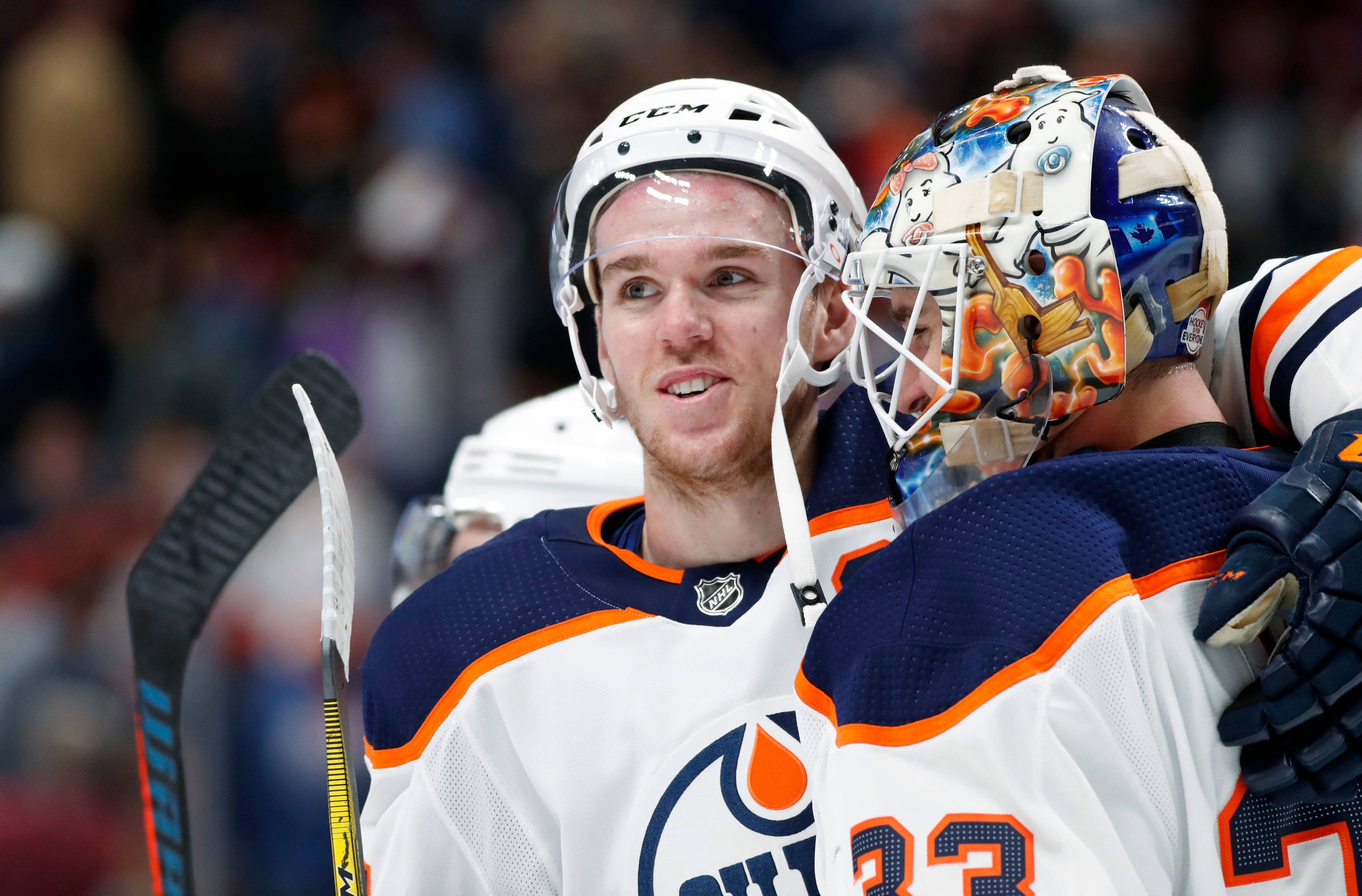 Connor McDavid's hat trick helps Oilers end Avalanche's home streak