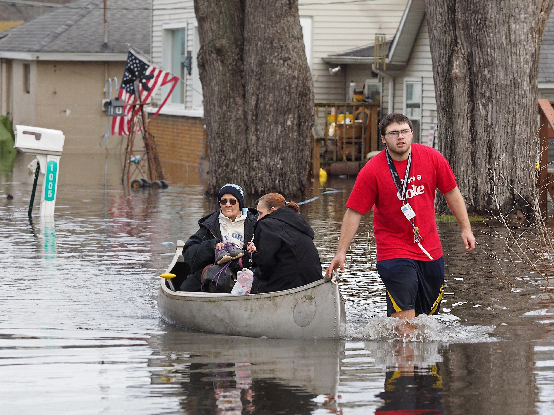 Snyder seeks disaster declaration for Michigan flood victims   Detroit Free Press