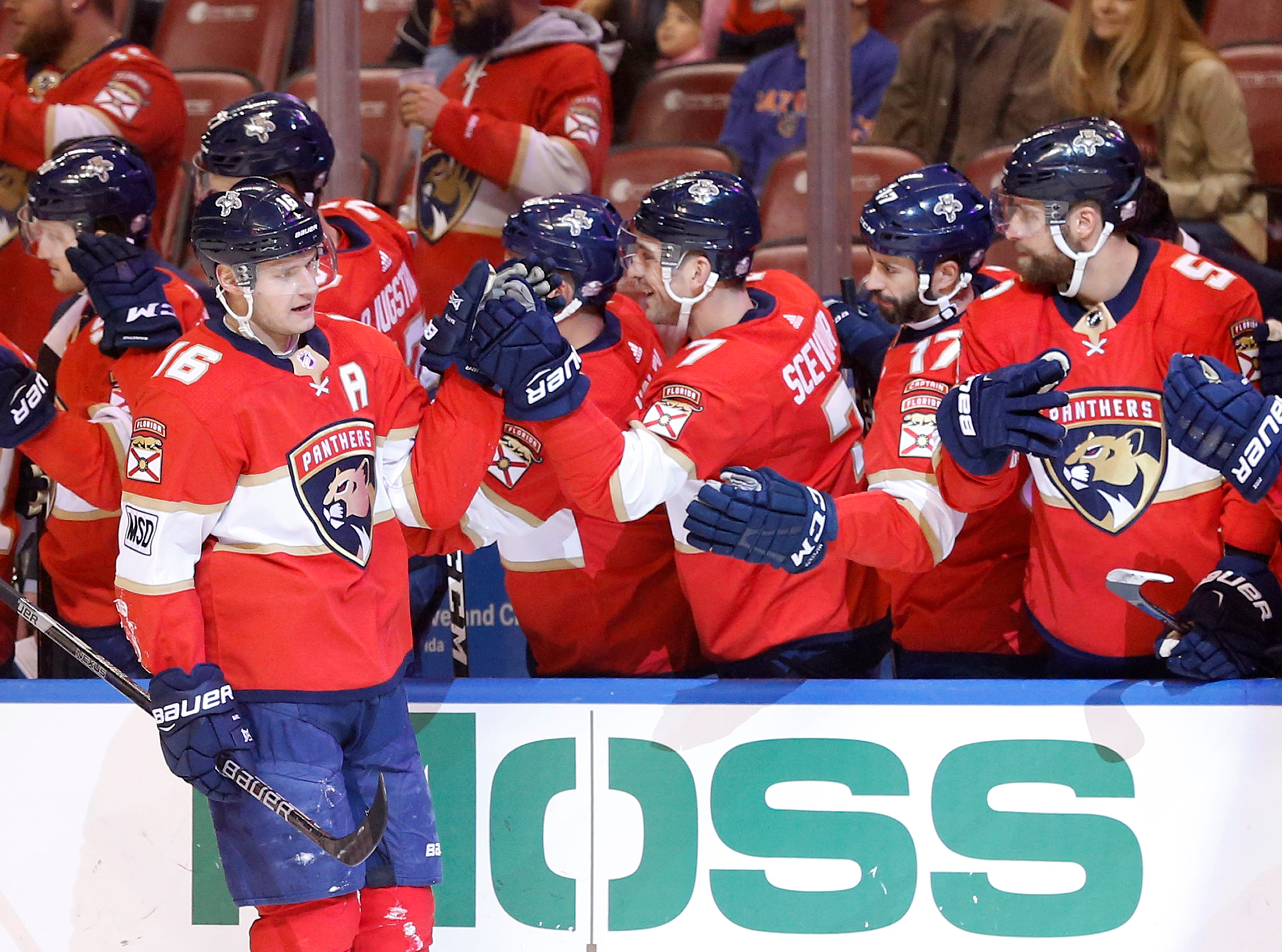 Dadonov leads Panthers to 6th straight win, 4-1 over Flyers