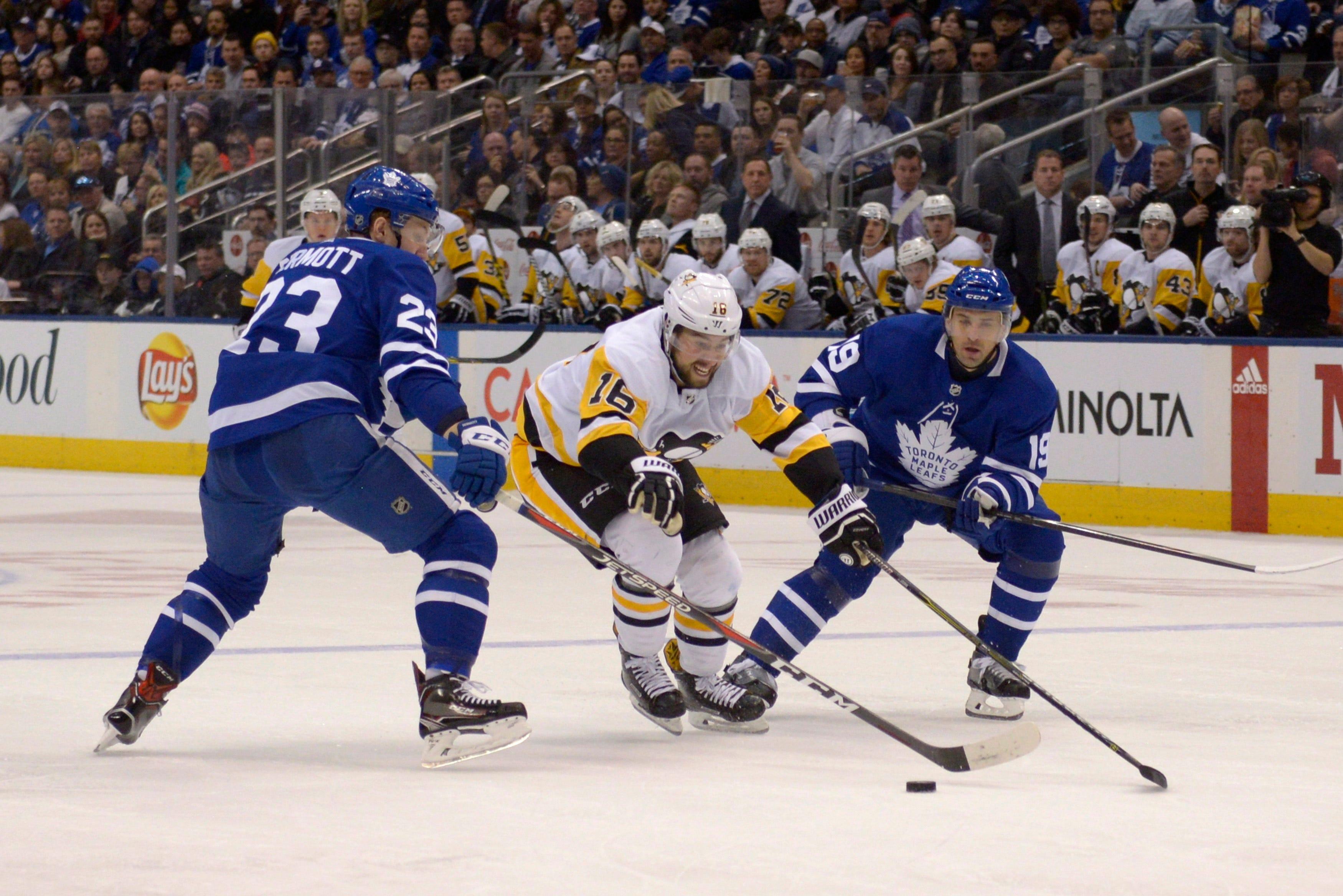 Kadri scores 2 as Maple Leafs beat Penguins to snap skid