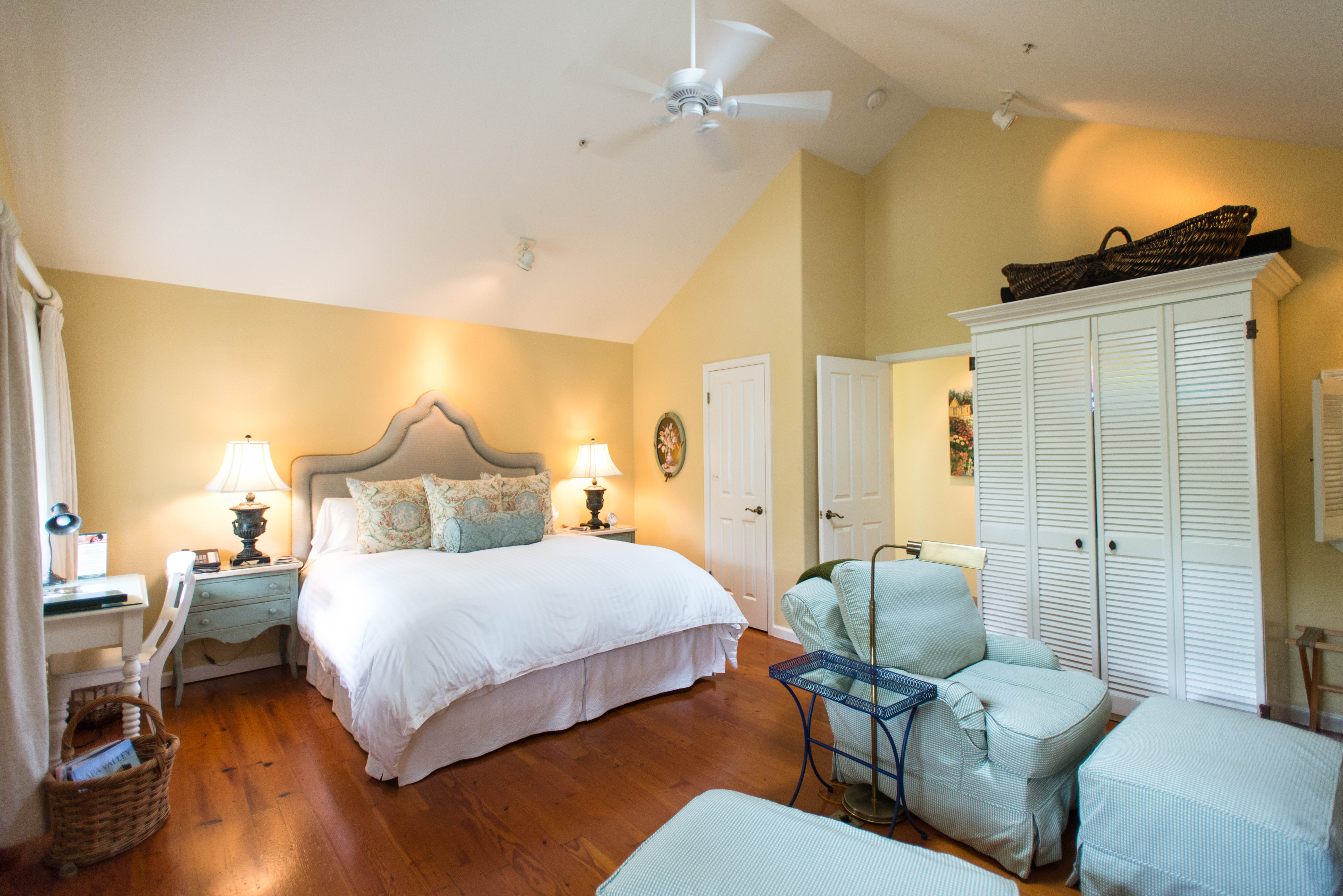 grove inn lodge and gallery hotels suite lighthouse bathroom butterfly pacific motels cottages ca photo family buttefly cottage inns