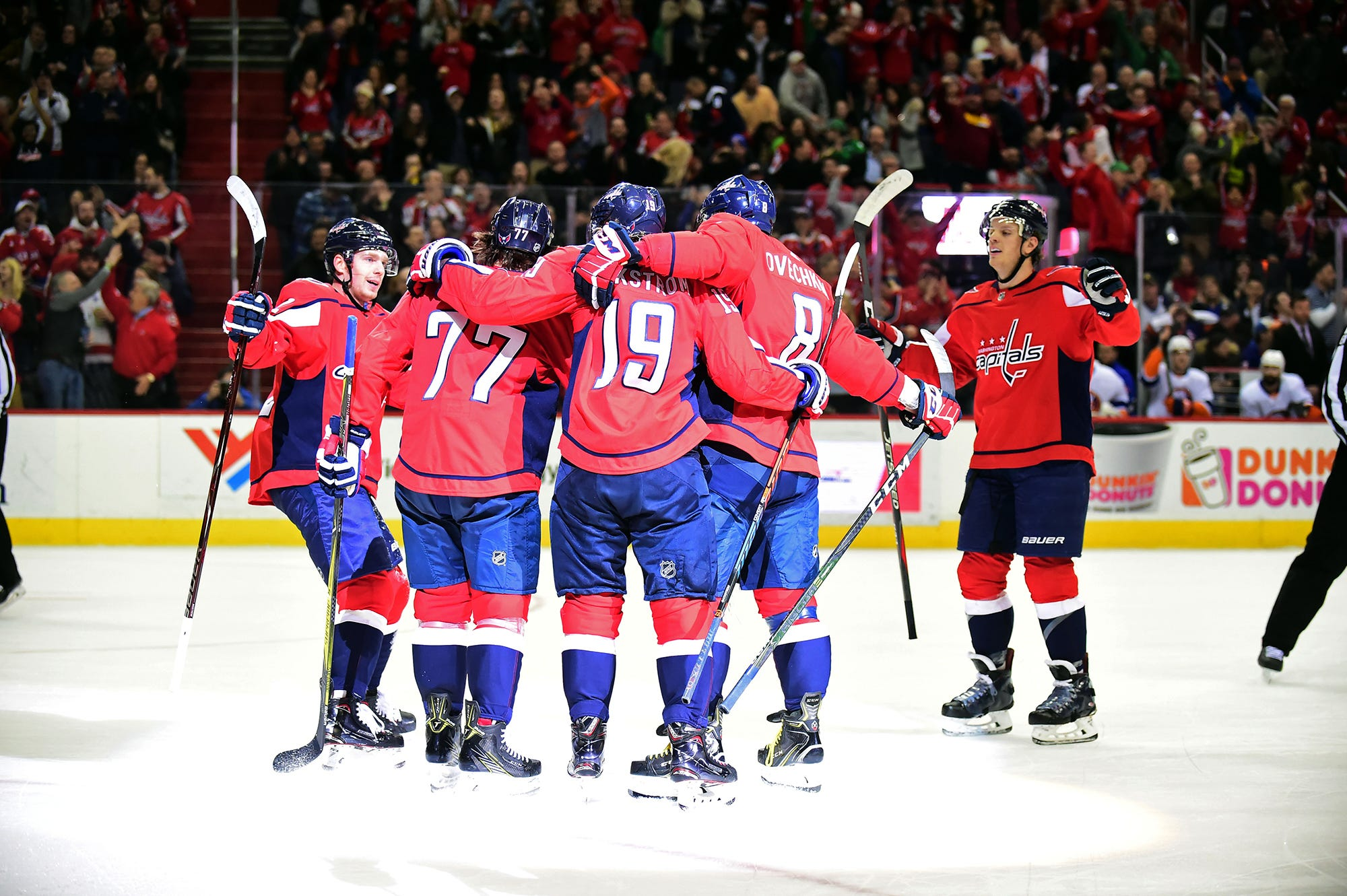 T.J. Oshie, Nicklas Backstrom score as Capitals down Islanders