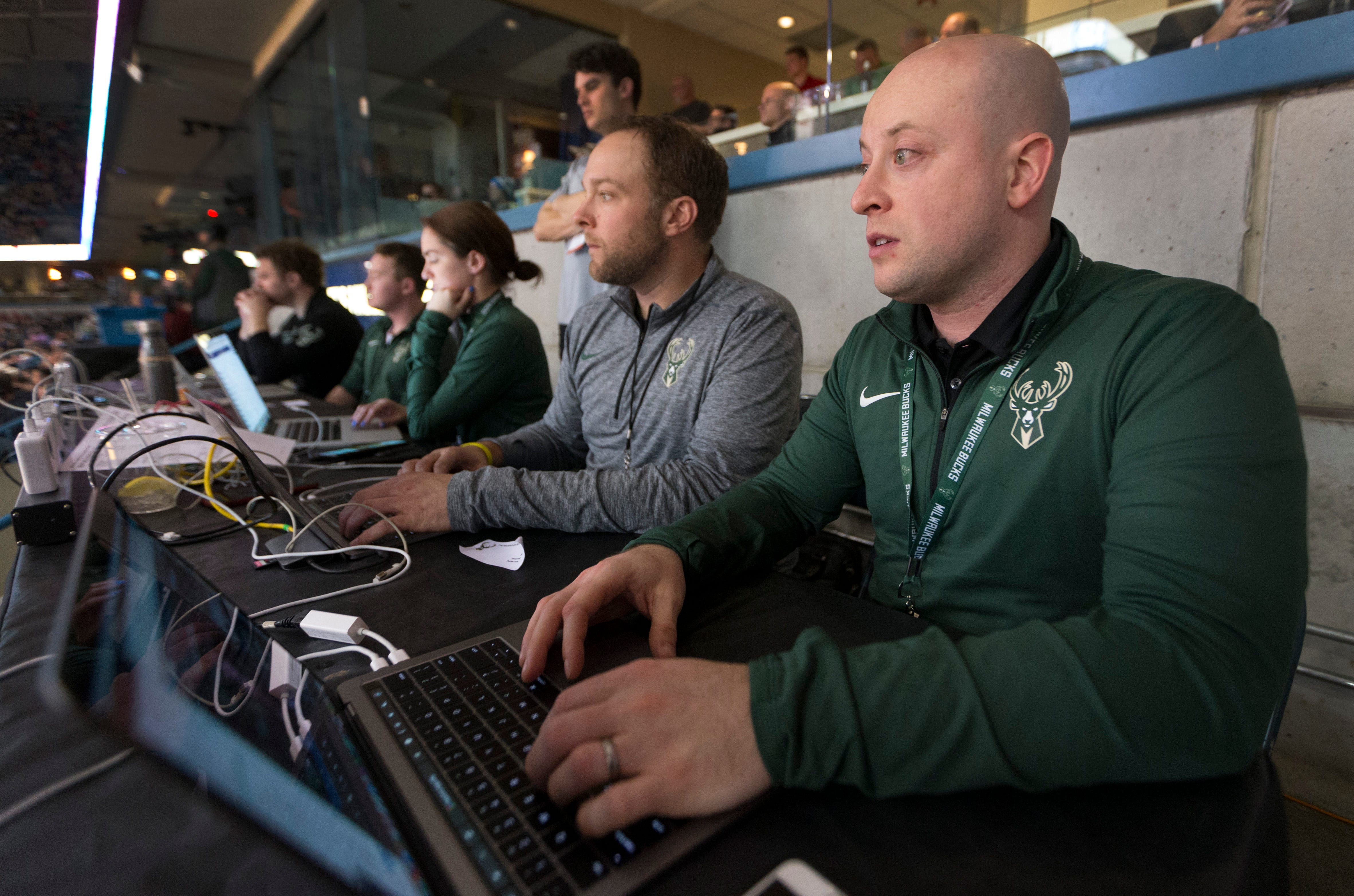 Milwaukee Bucks in-game tweet storms highlight key plays and engage fans around the world   Milwaukee Journal Sentinel