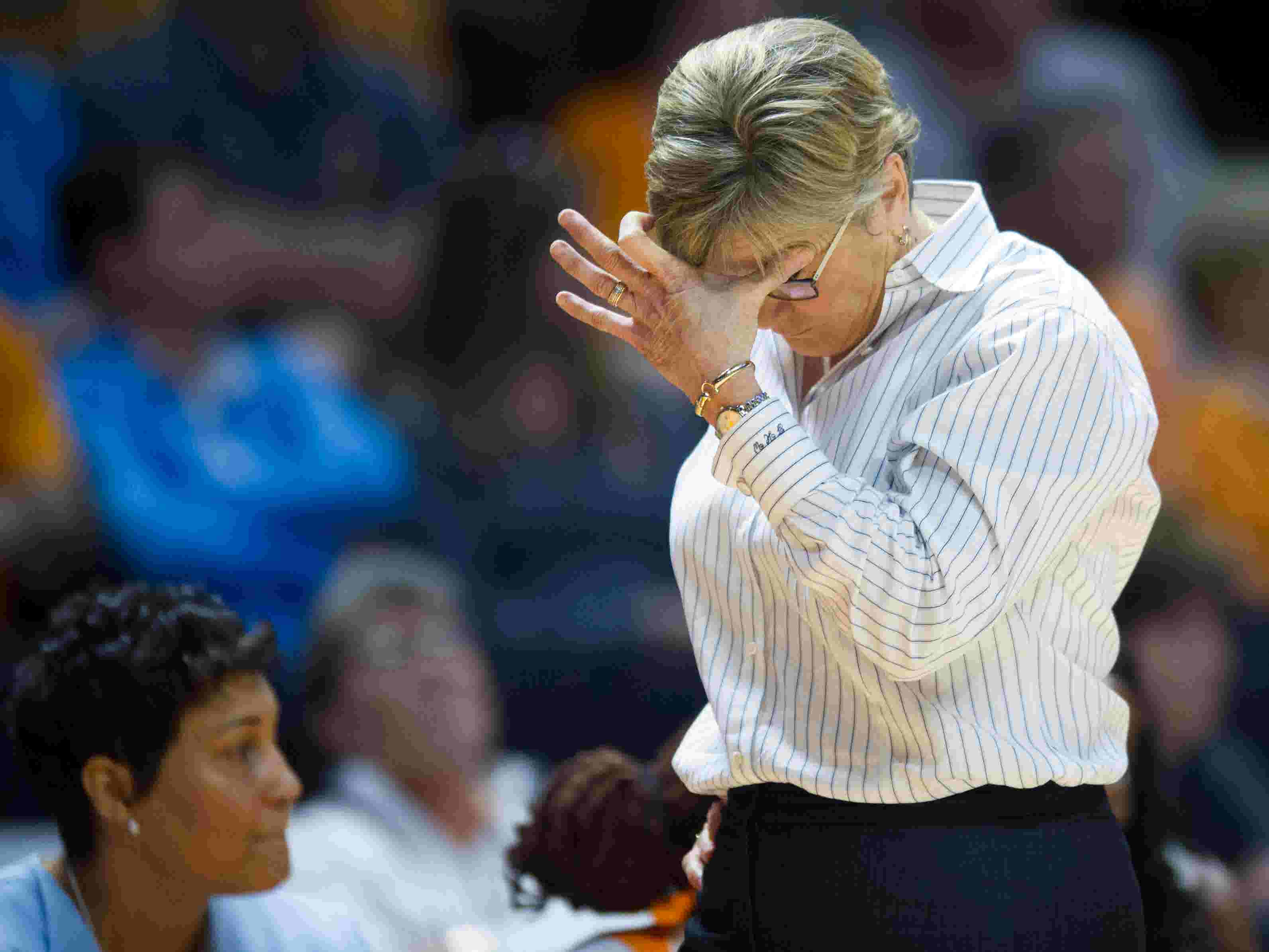 Would tennessee hire a man to coach lady vols
