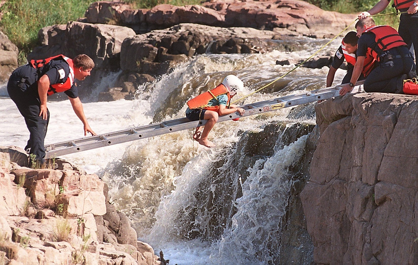 Sioux Falls council votes to hire loss control firm to study Falls Park risks | Argus Leader