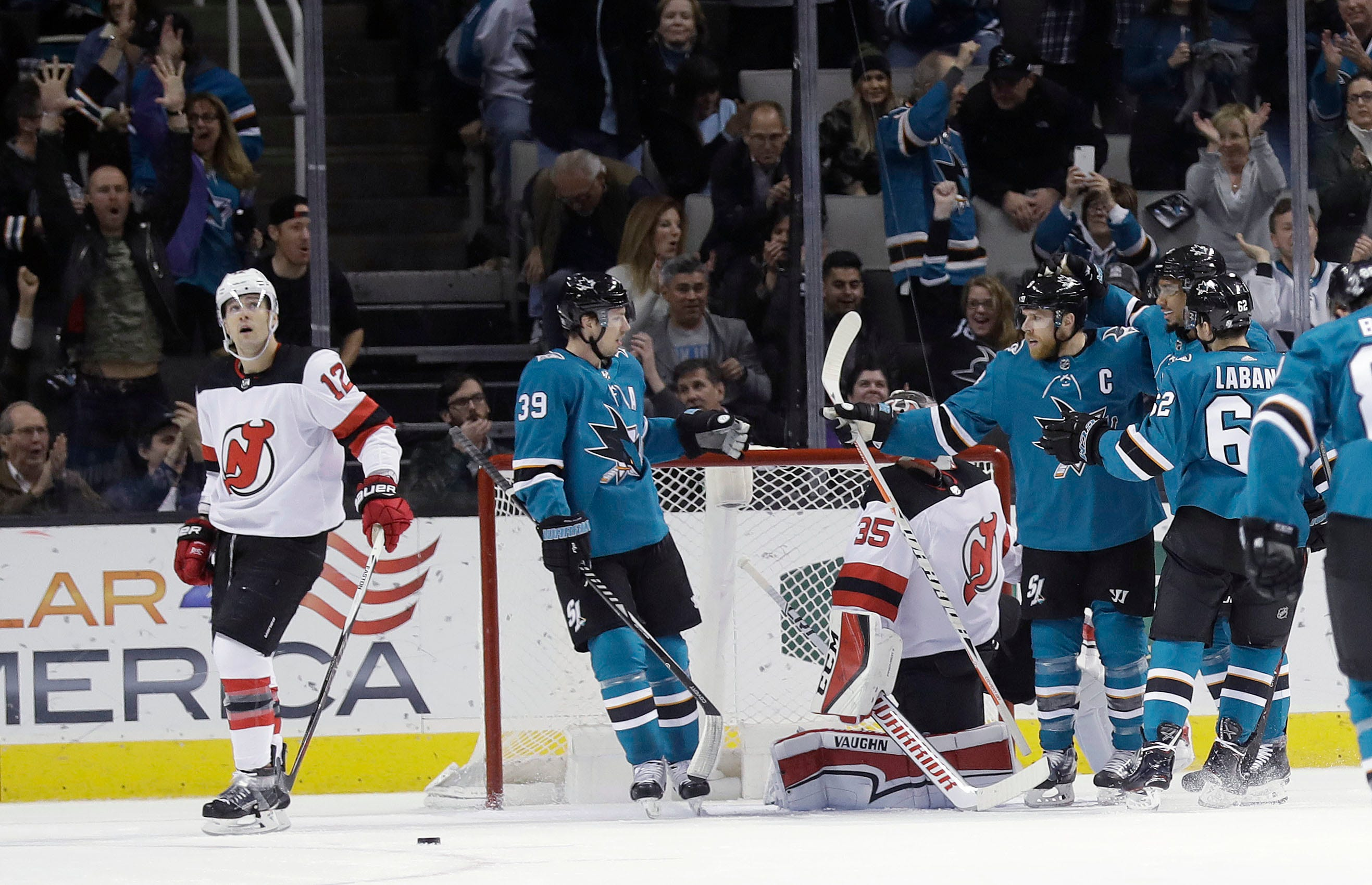 4th line fuels streaking Sharks in 6-2 win over Devils