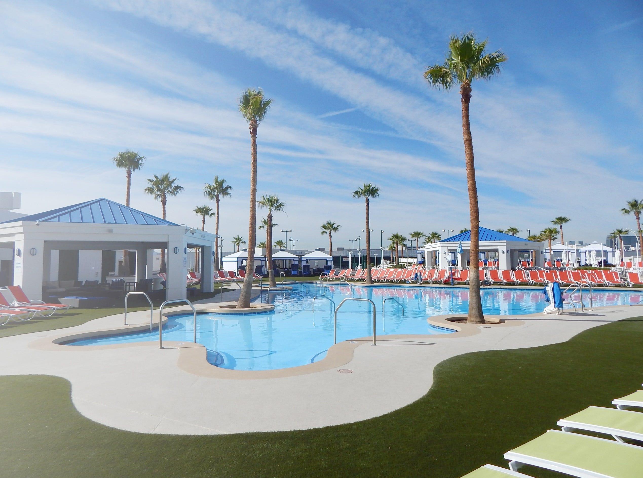 Las Vegas splashes into pool season   USA Today