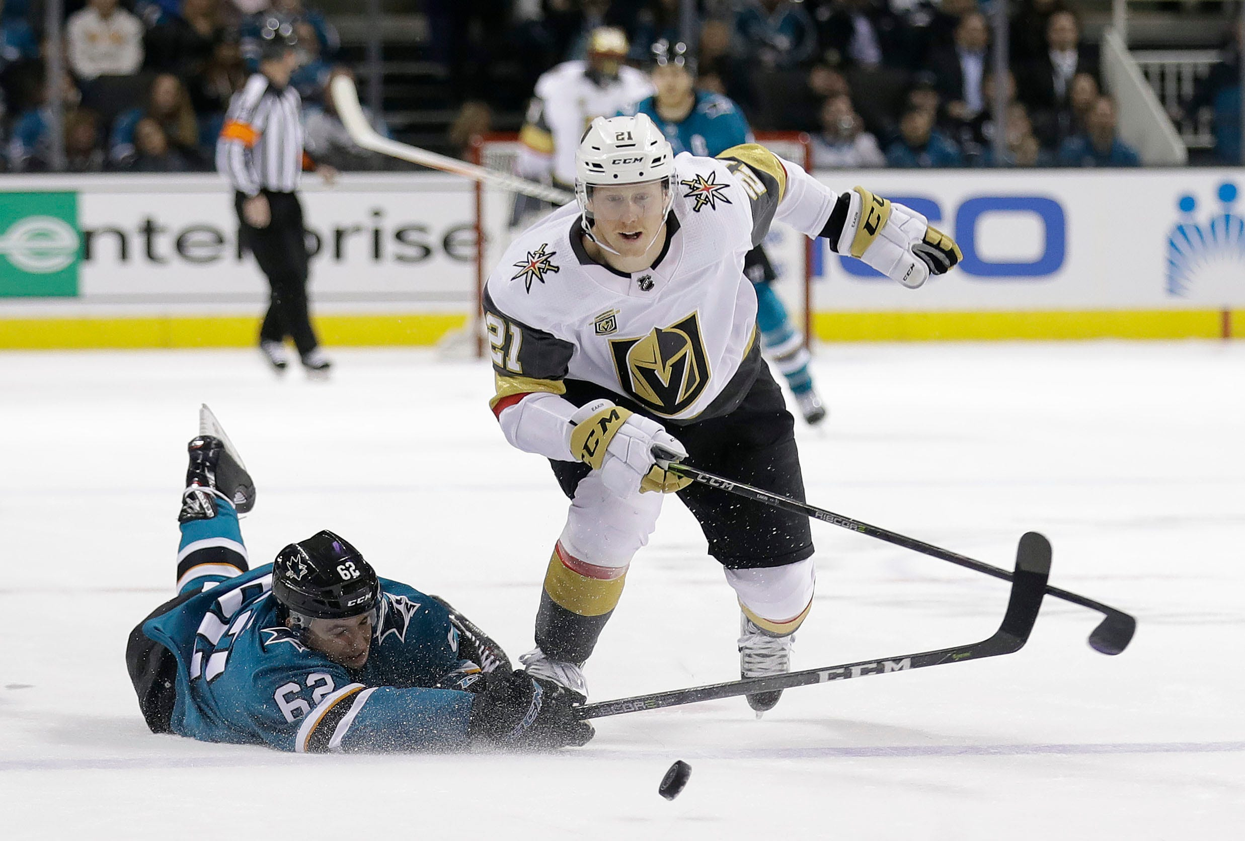 Couture's OT goal sends Sharks past Golden Knights 2-1