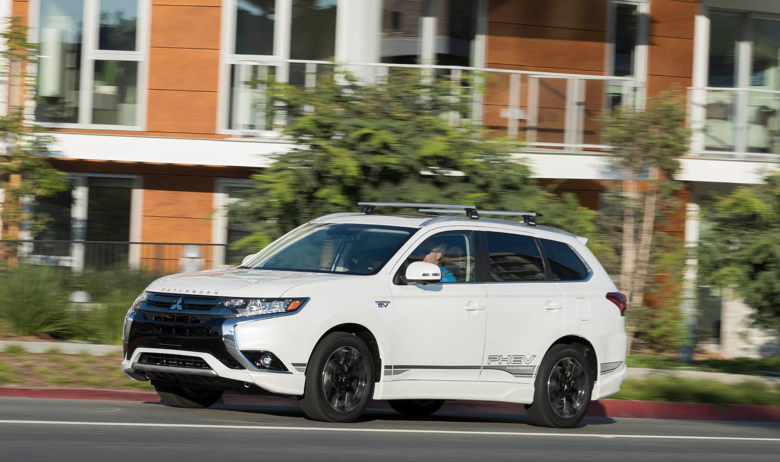 Photos 2018 Mitsubishi Outlander Phev