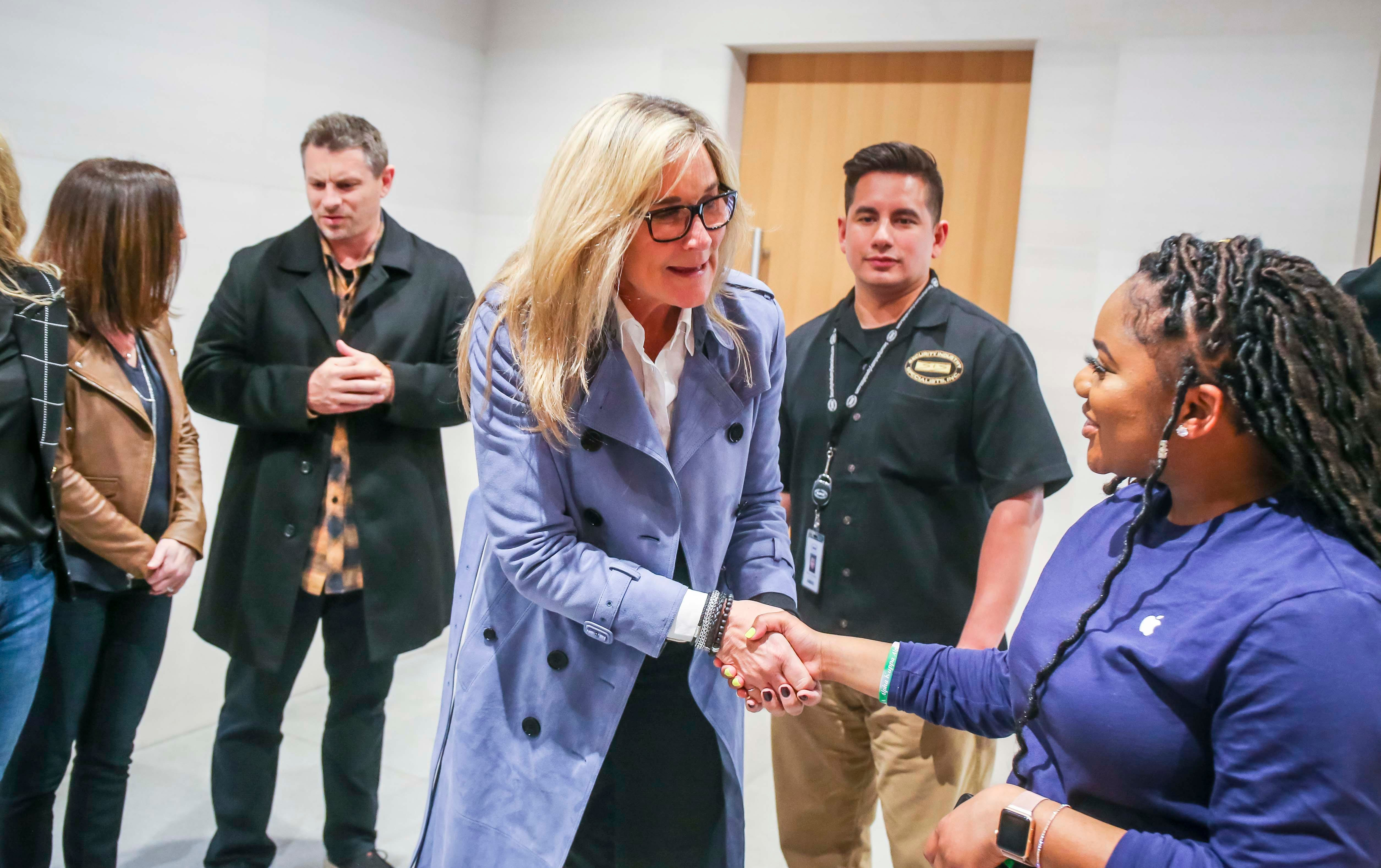 Apple retail chief Angela Ahrendts out suddenly