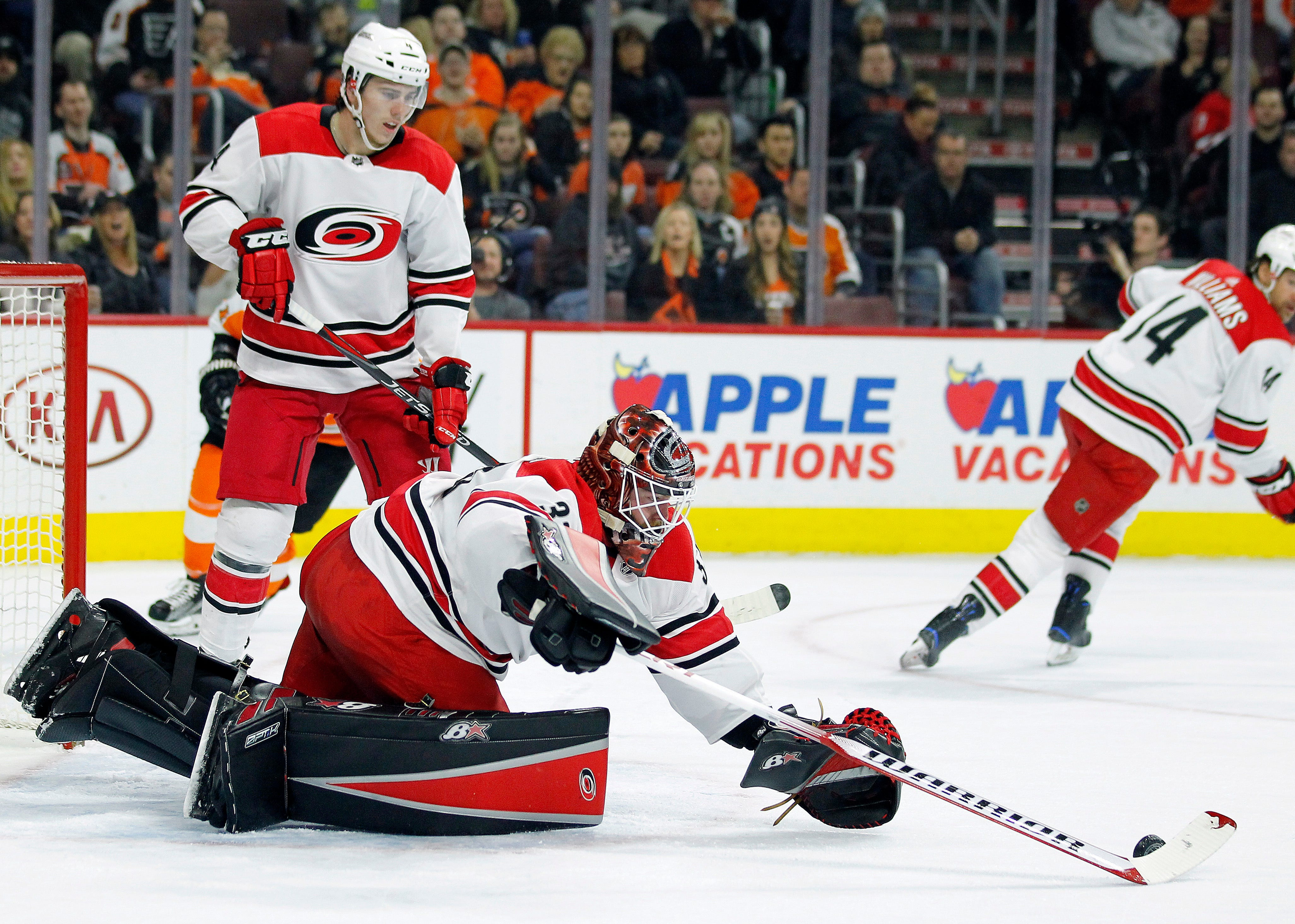 Voracek's goal leads Flyers to crucial win over Hurricanes