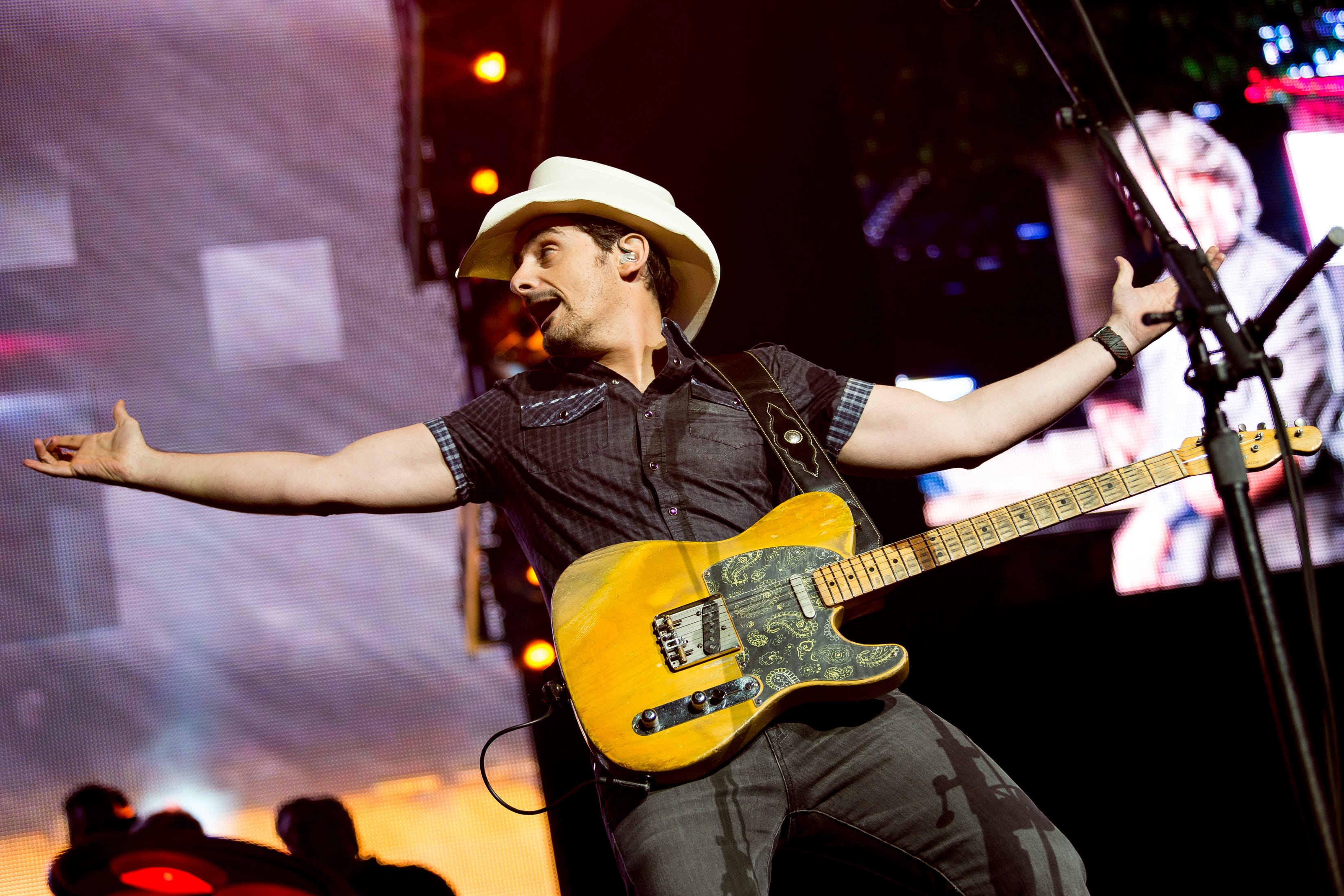 There s no leap of faith : Why Brad Paisley is going to bat for COVID-19 vaccines