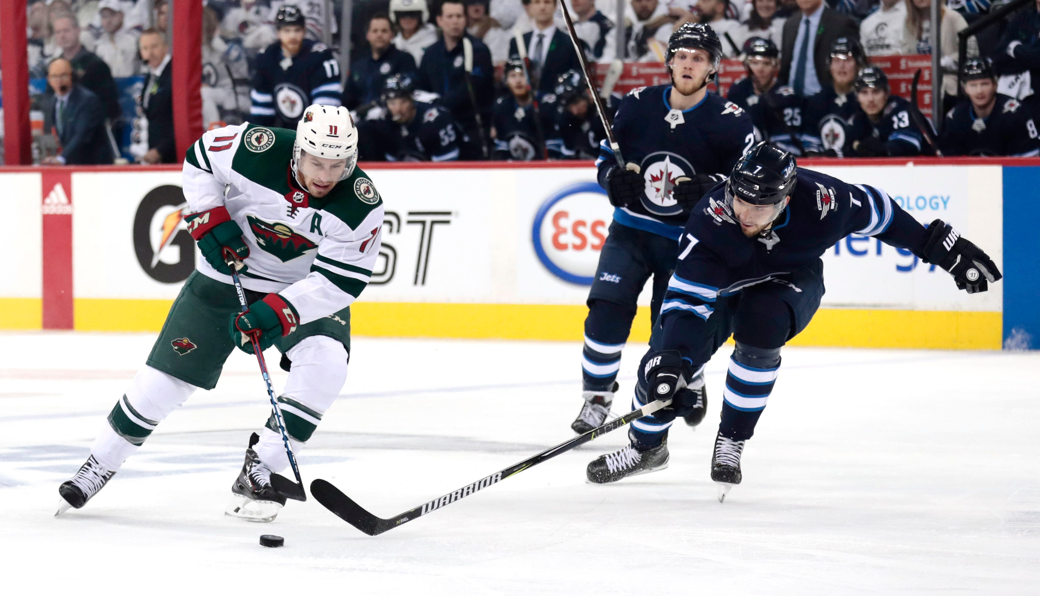 Wild lose Zach Parise for multiple weeks to broken sternum