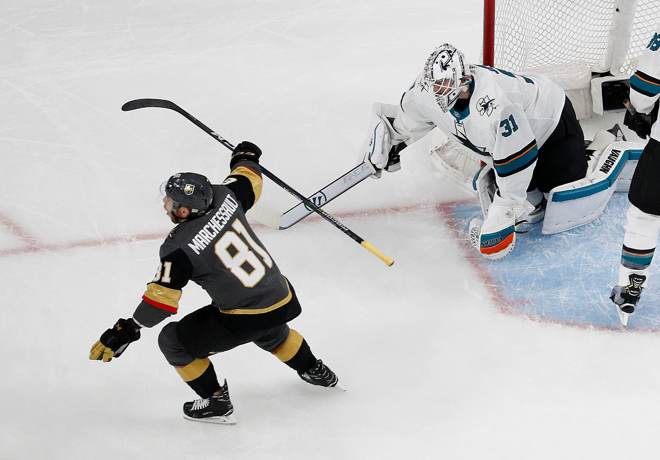 Couture's goal in 2OT lifts Sharks past Vegas in Game 2