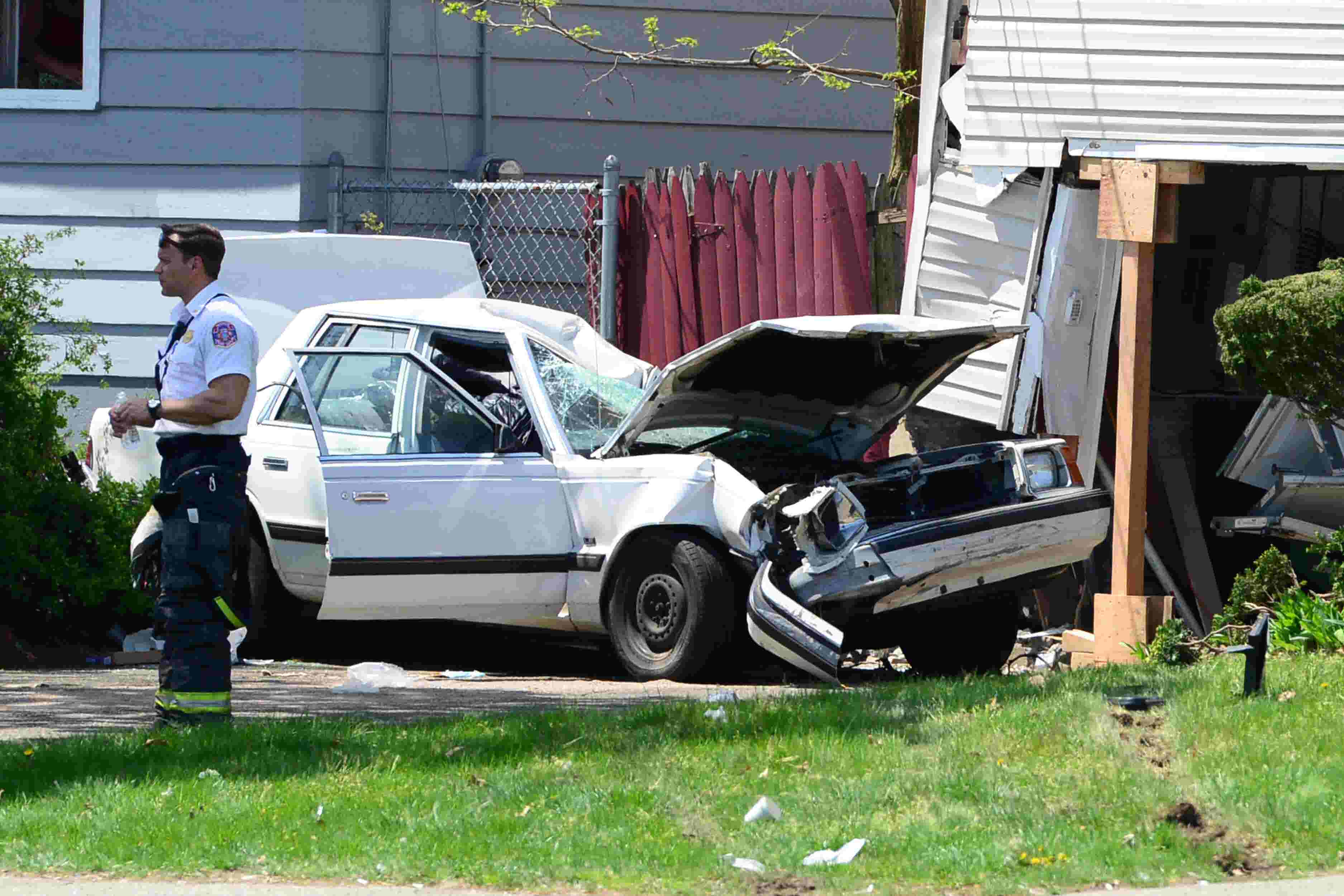 Driver hurt after car rams into house on Route 20 in Paterson