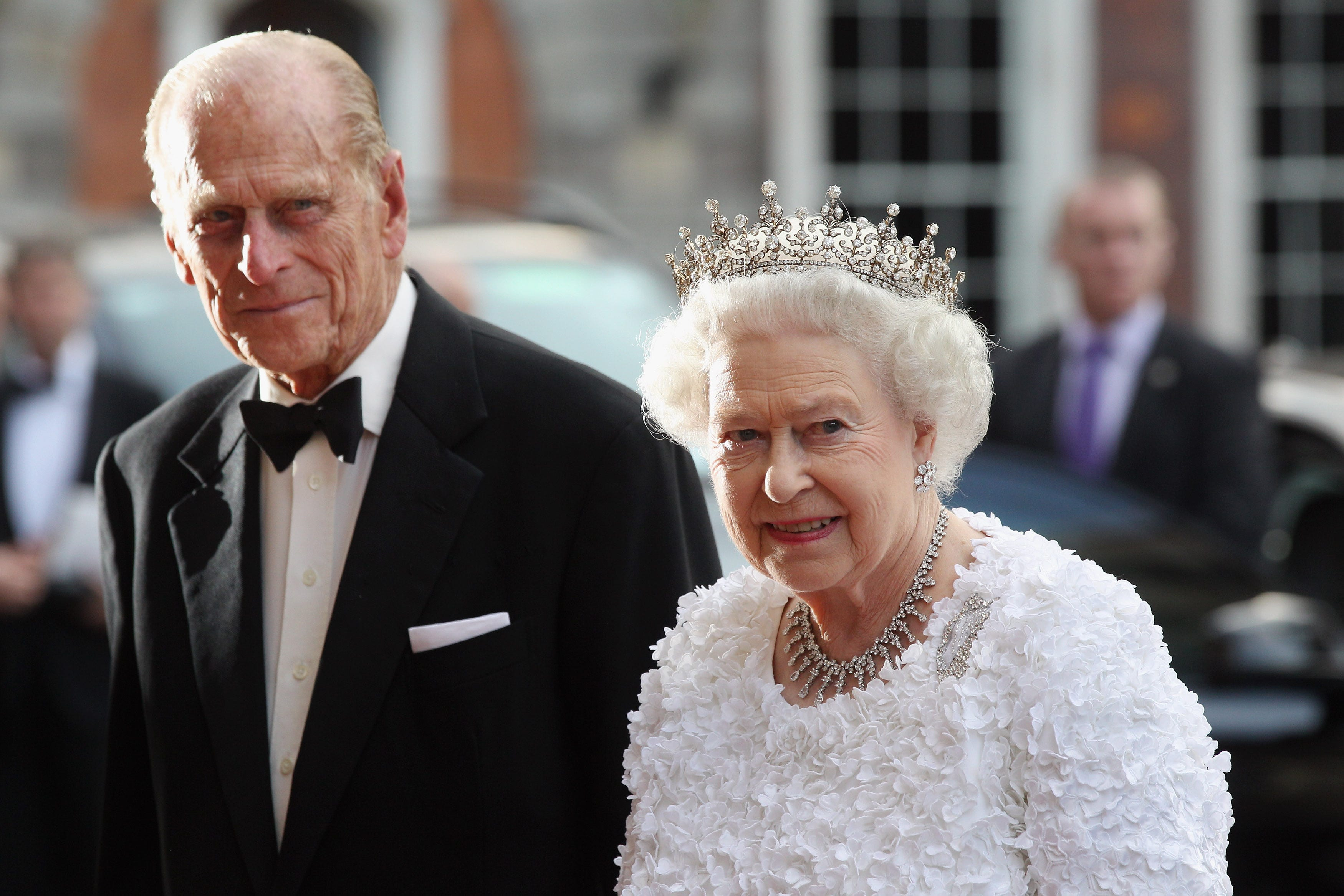 Police chastise Prince Philip for driving without seatbelt, just two days after crash