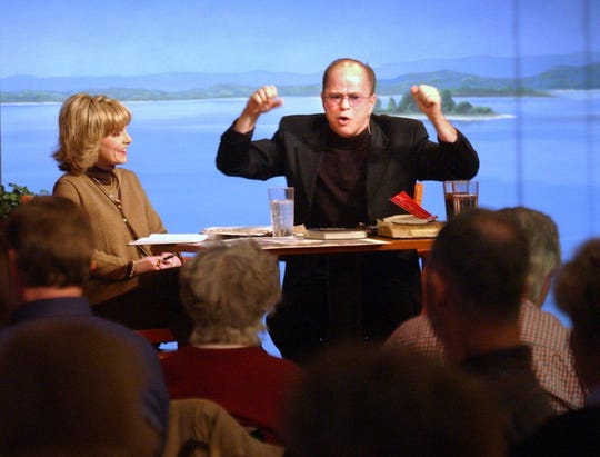 Lori Graham Bakker, left, and husband Jim Bakker deliver a Bible lesson during an open Bible study at the Studio City Cafe in 2002.