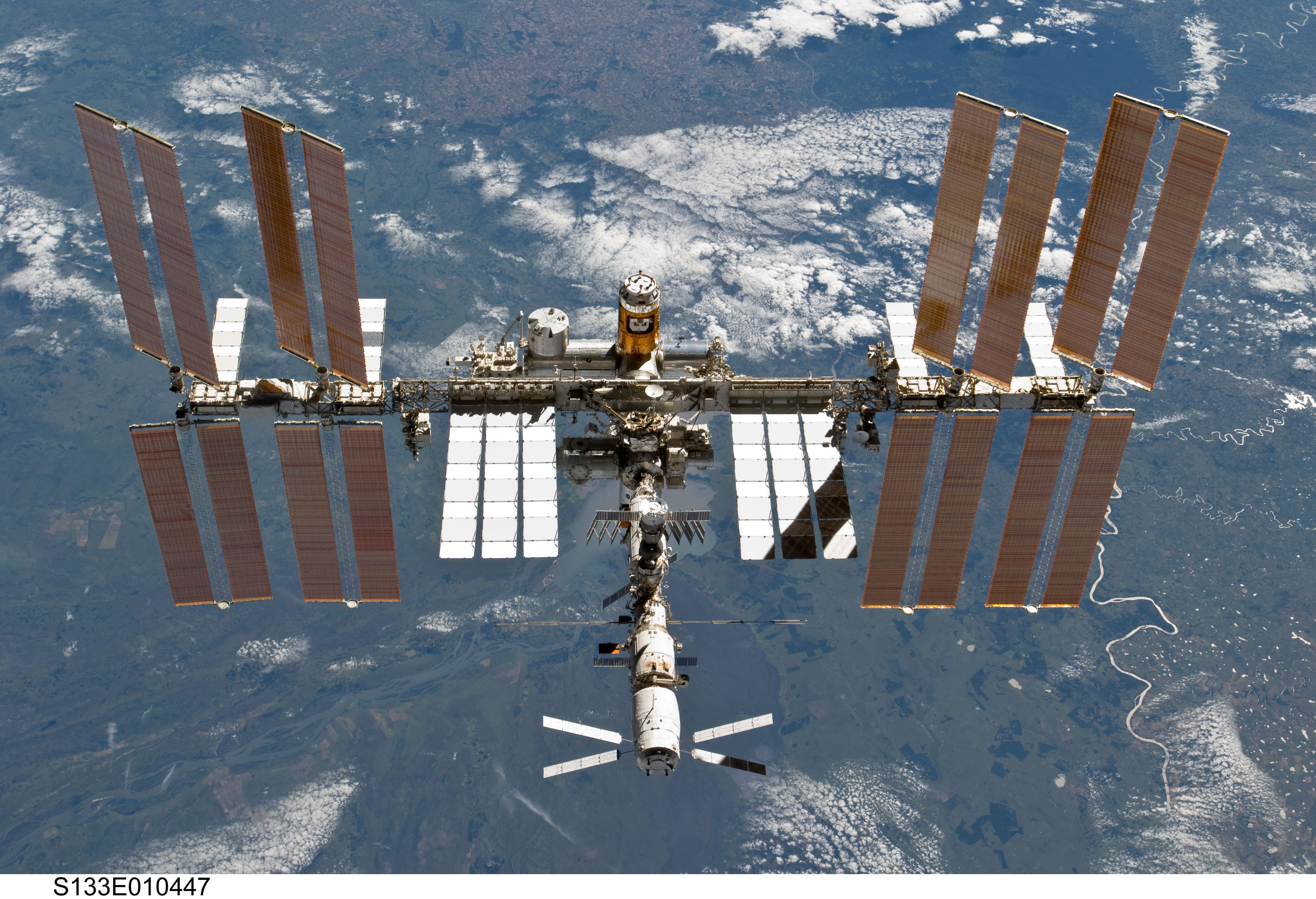 636620899030124587-iss-s133e010447 NASA: 'Mal-intent' not necessarily behind ISS pressure leak