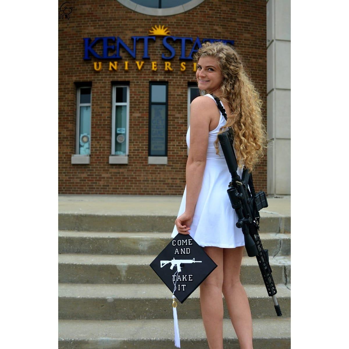 Bilder von College Gun Girl kardashian nackte