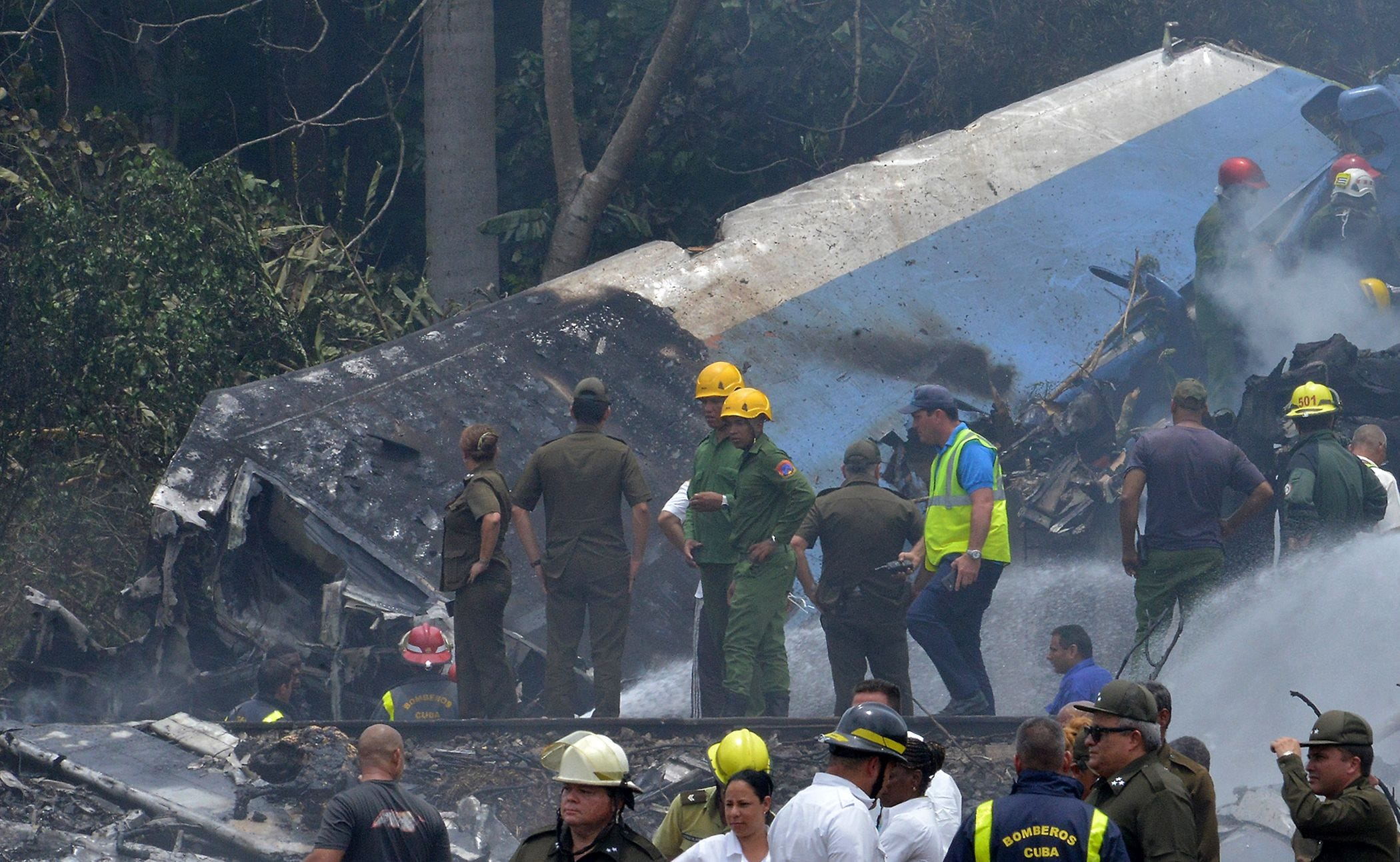 Airliner with 110 aboard crashes, burns in Cuba field