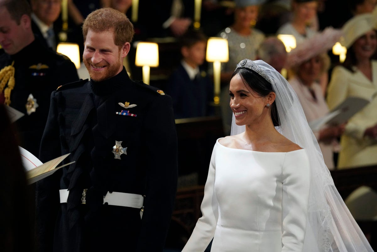 d37ca5571c5ed Meghan Markle's wedding dress splits Twitter: 'Beautiful' and 'boring'