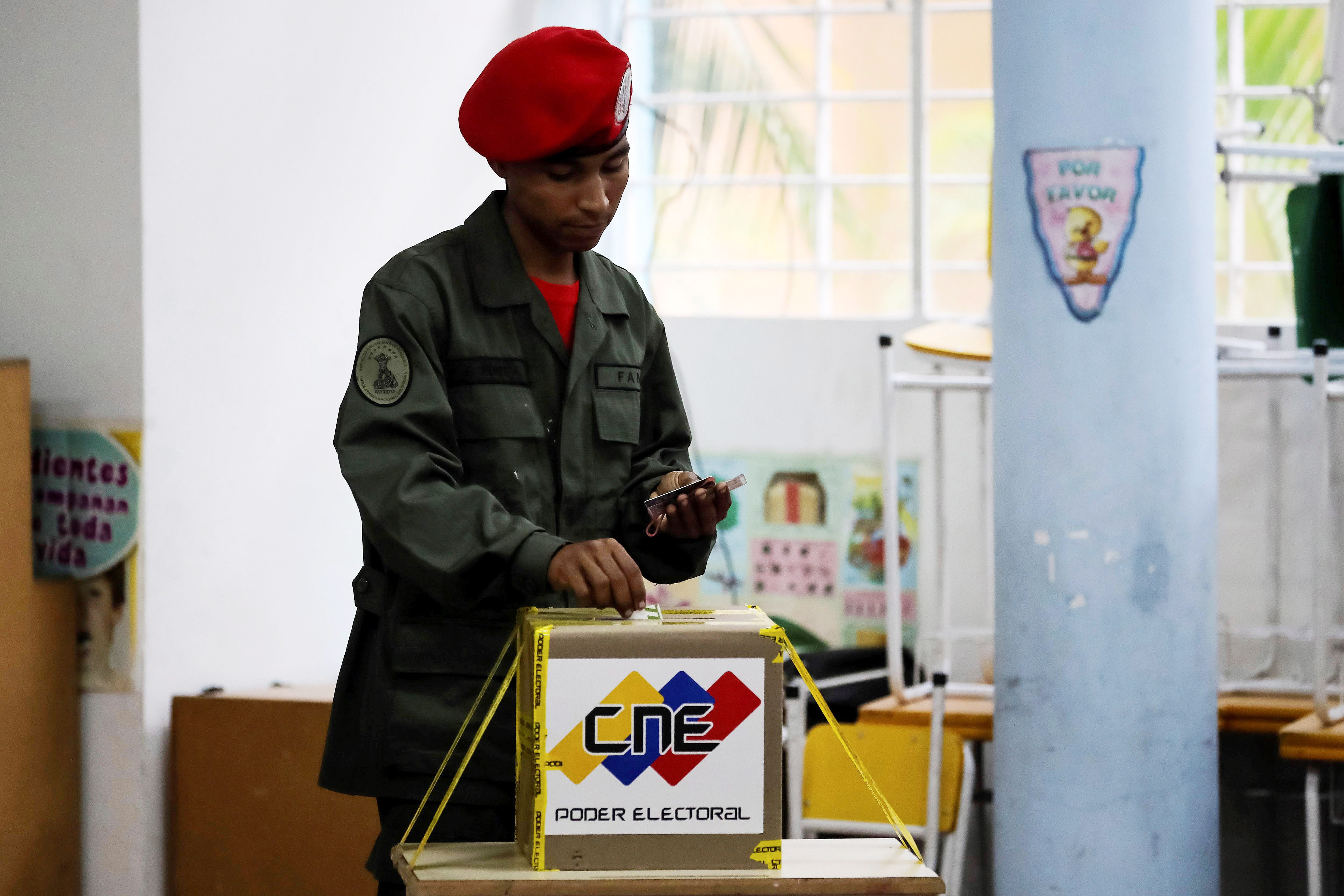 A soldier casts his vote at a polling station during the Presidential elections in Caracas, Venezuela on May 20, 2018. Venezuela holds presidential elections today as current president Nicolas Maduro is seeking a second six-year term of office.