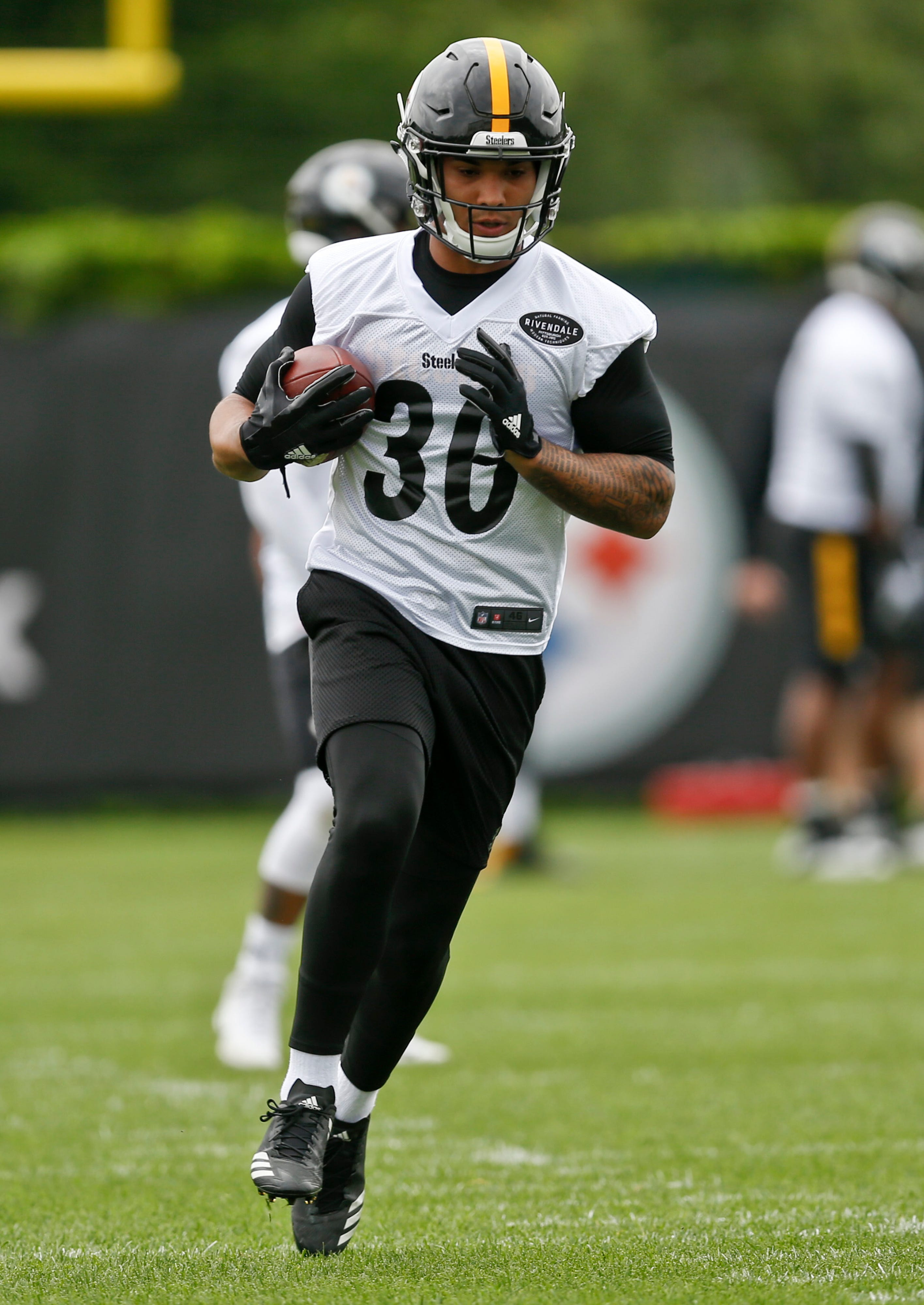 While Bell stays home, rookie Samuels looks to impress