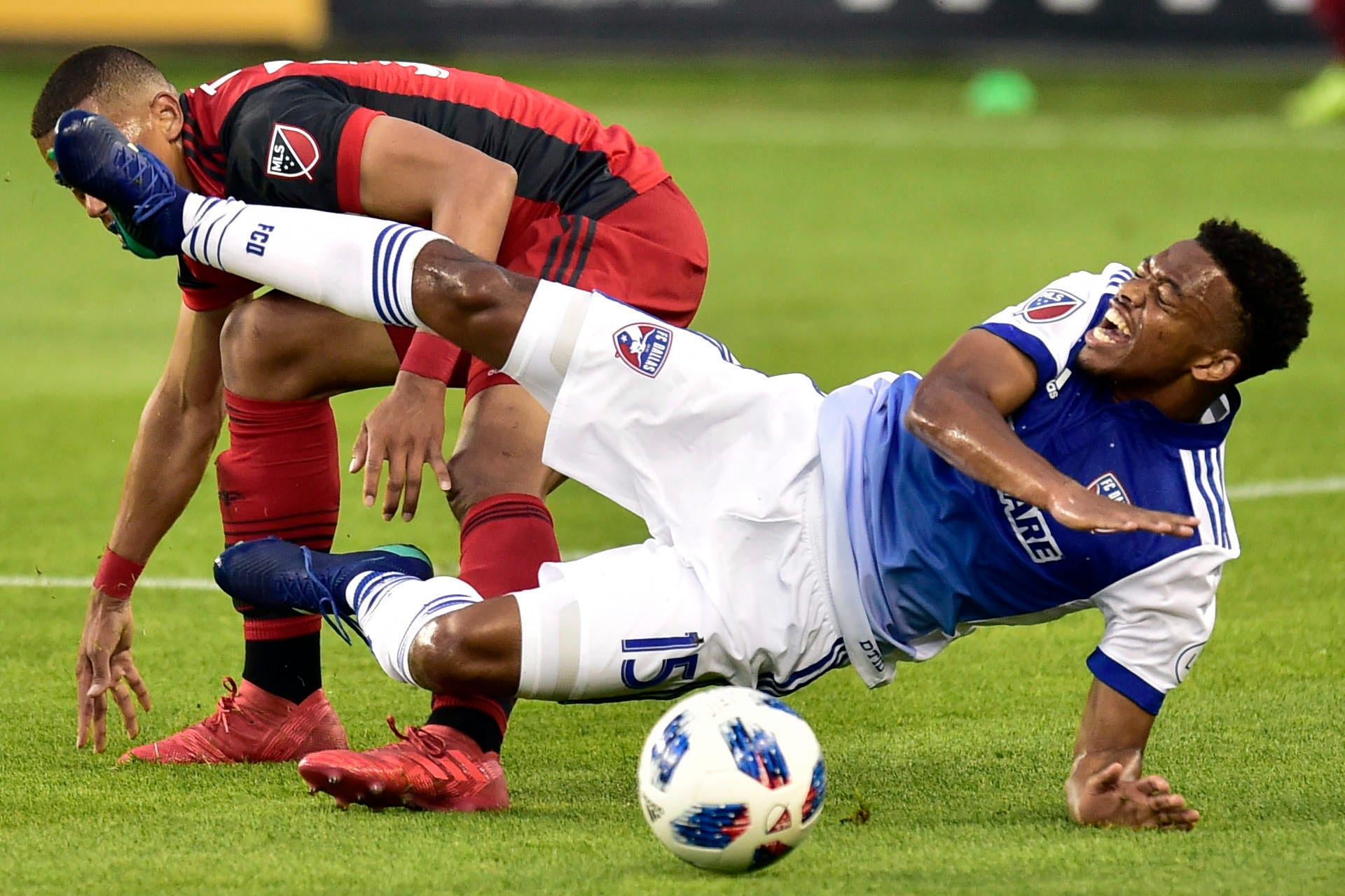FC Dallas beats Toronto FC 1-0 behind Urruti, Gonzalez