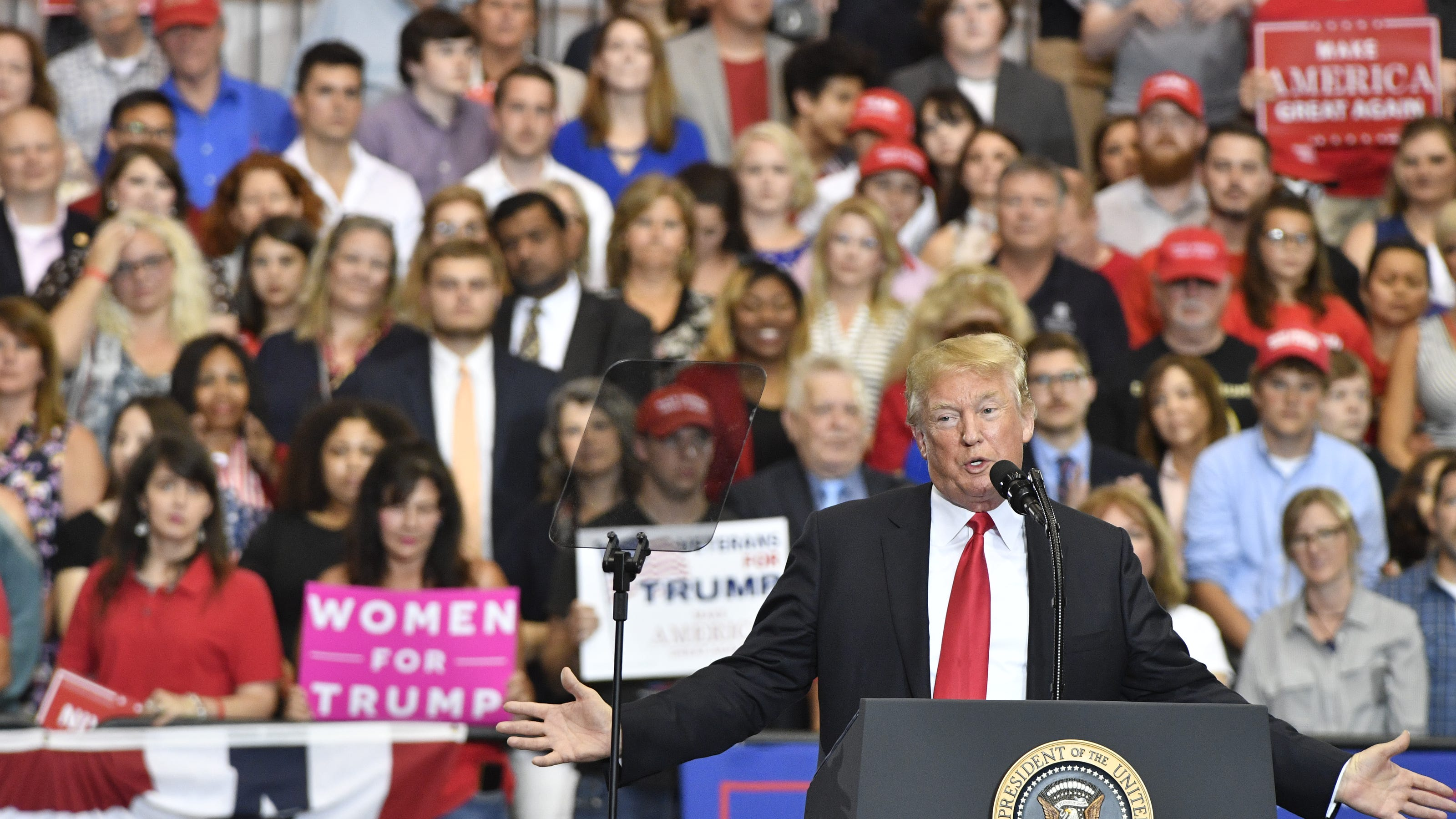 Donald Trump Says Bredesen Is A Tool At Blackburn Rally