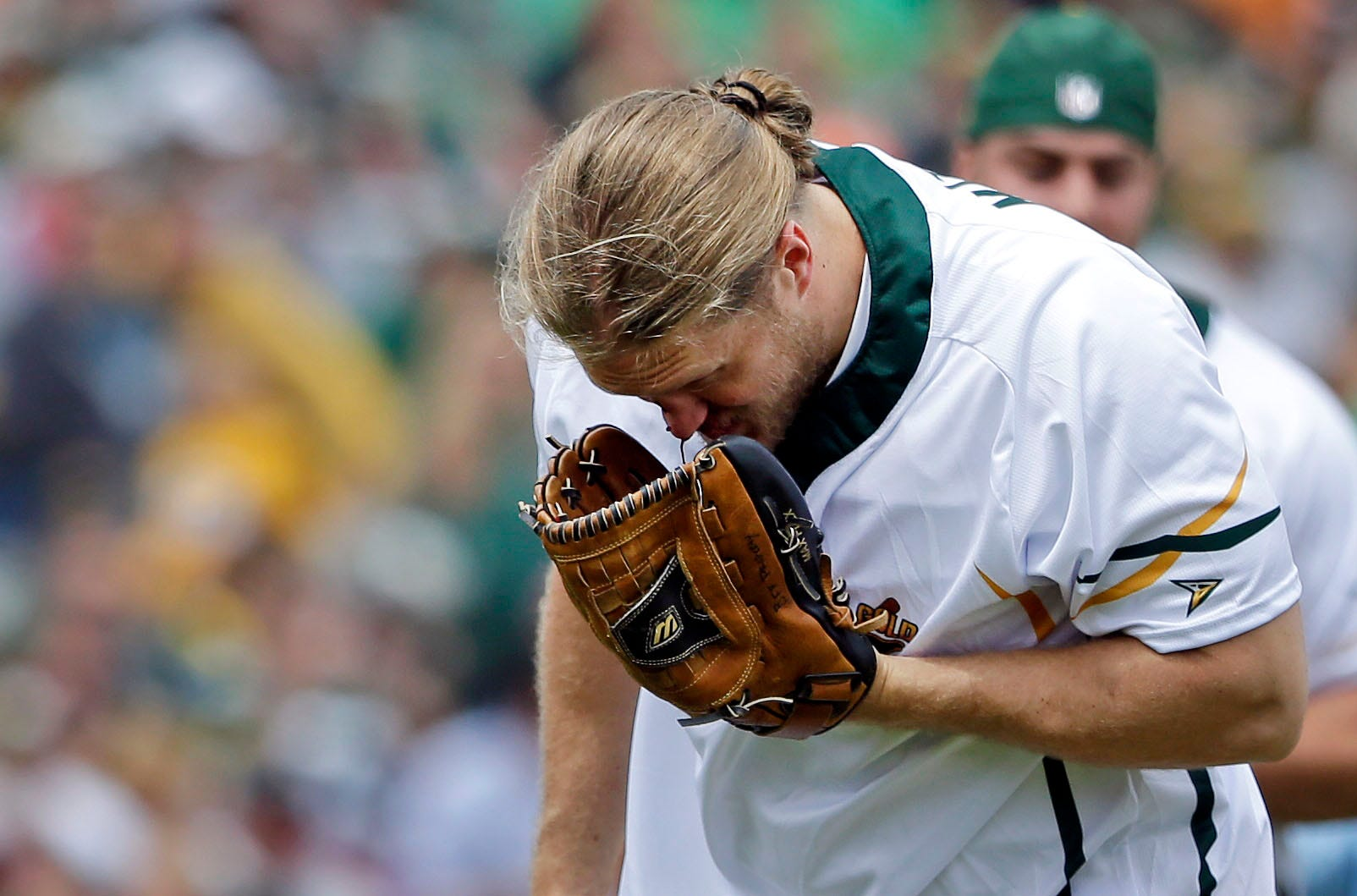 Packers' Clay Matthews breaks nose after being hit by line drive in charity softball game