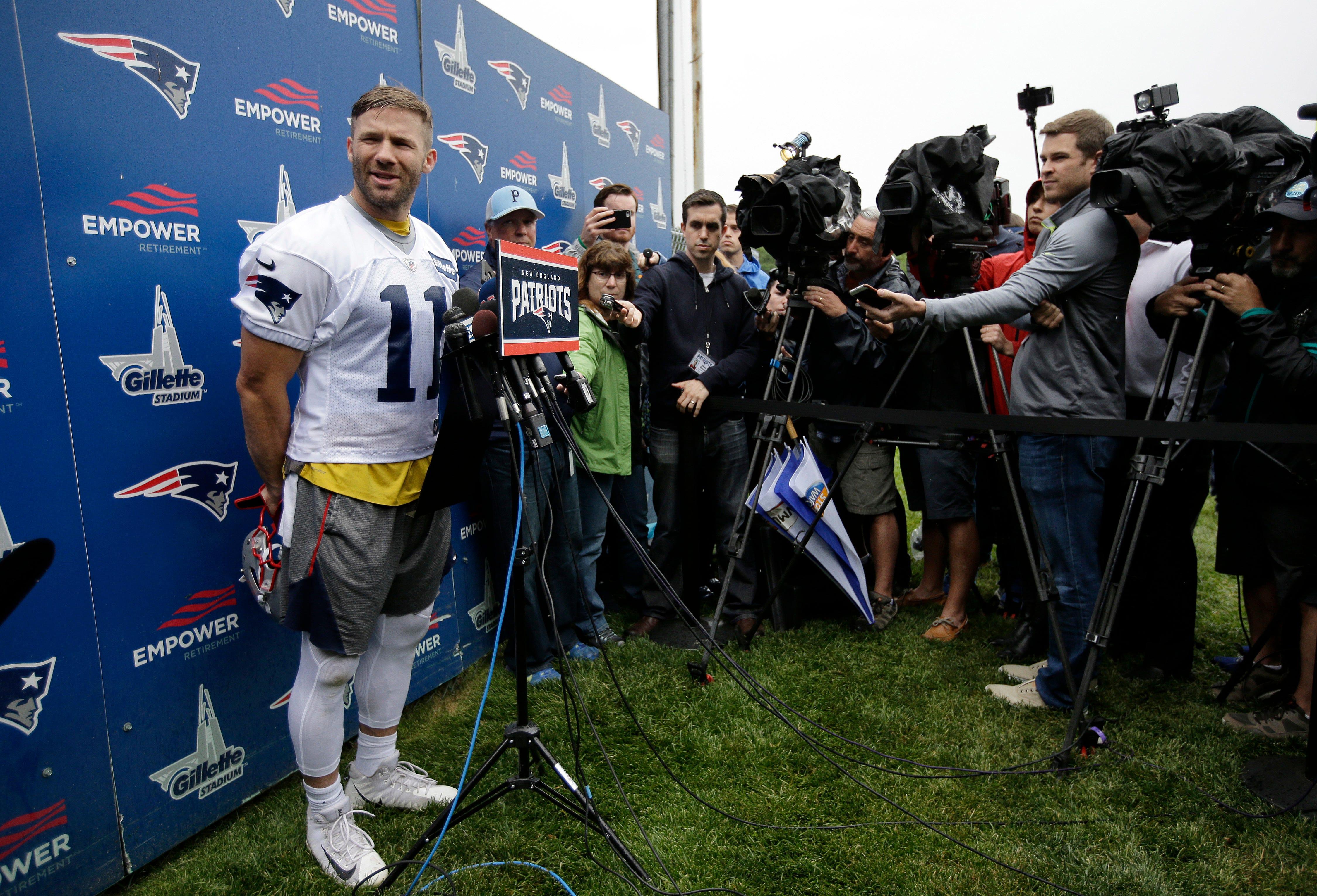 Gronk, Brady return to field as Patriots open minicamp