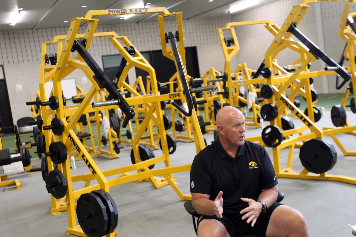 A look inside how Chris Doyle organizes Iowa's offseason training