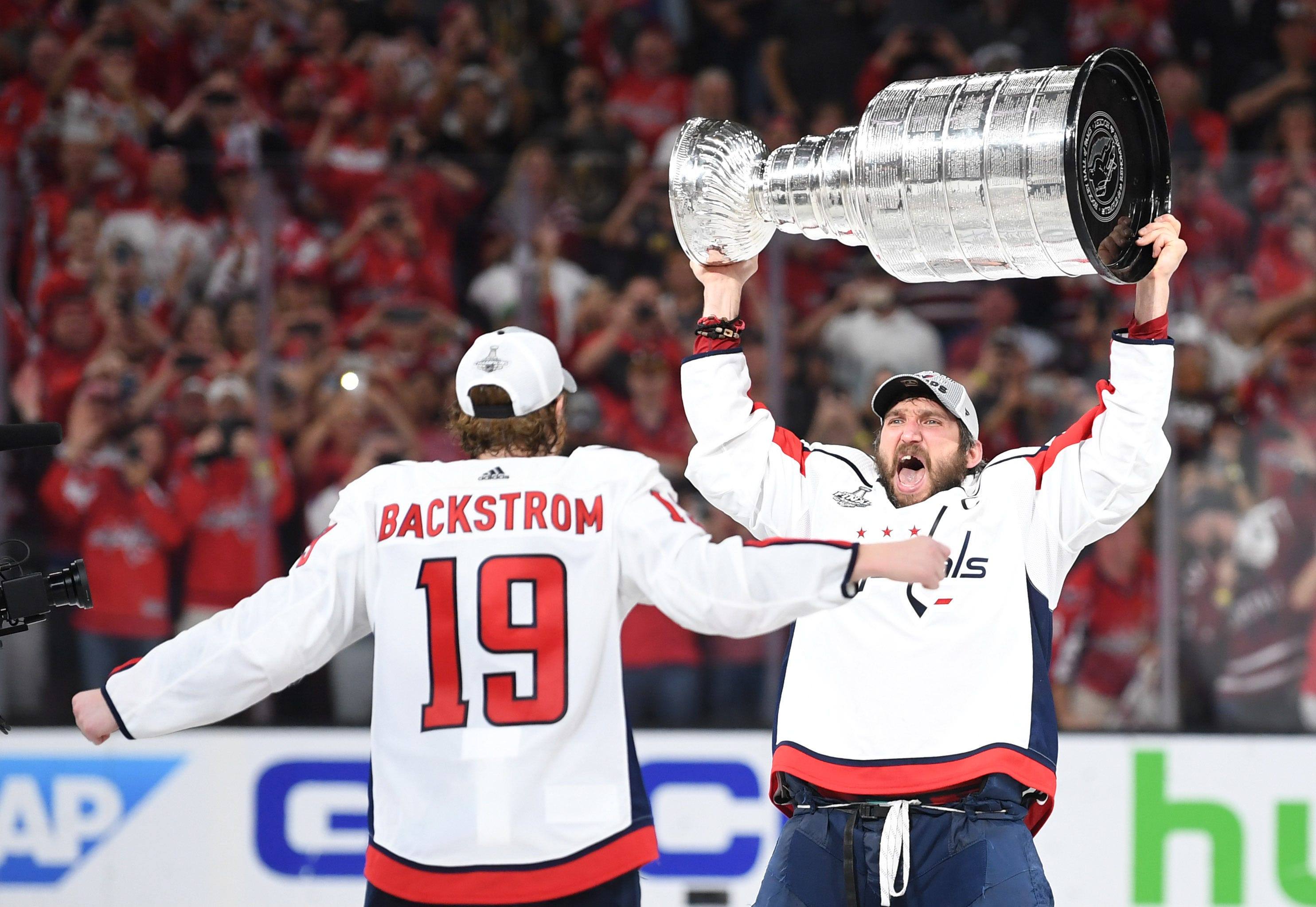 9e078423134 636640880522867533-USP-NHL-Stanley-Cup-Final-Washington-Capitals -at-100451133.JPG