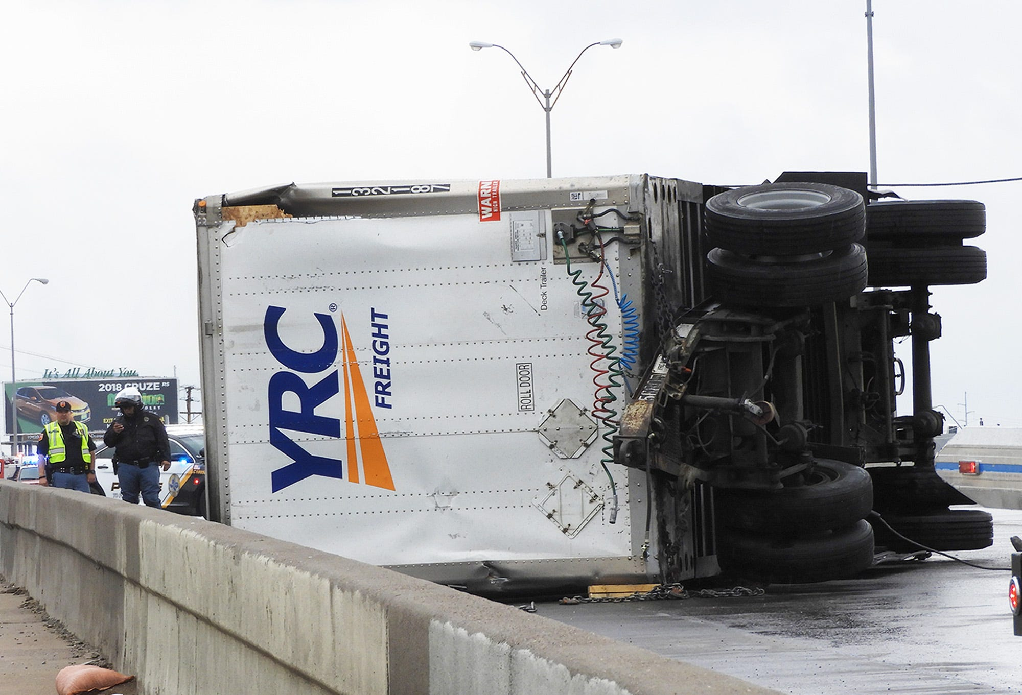 Semi-truck accident on I-10 closes freeway from Chelsea to Airway: El Paso Police | El Paso Times