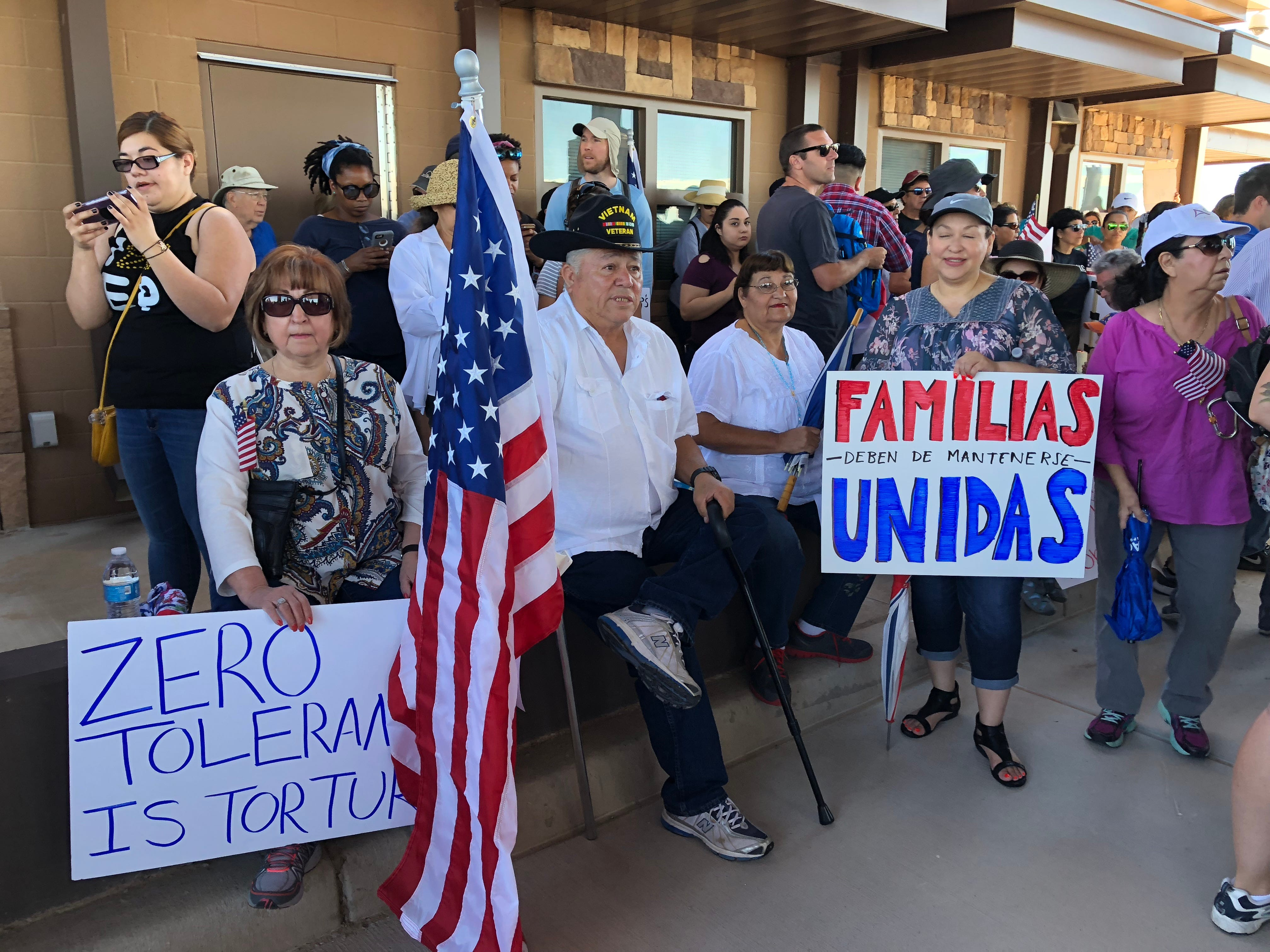Beto O'Rourke leads Tornillo protest against separation of immigrant families | El Paso Times
