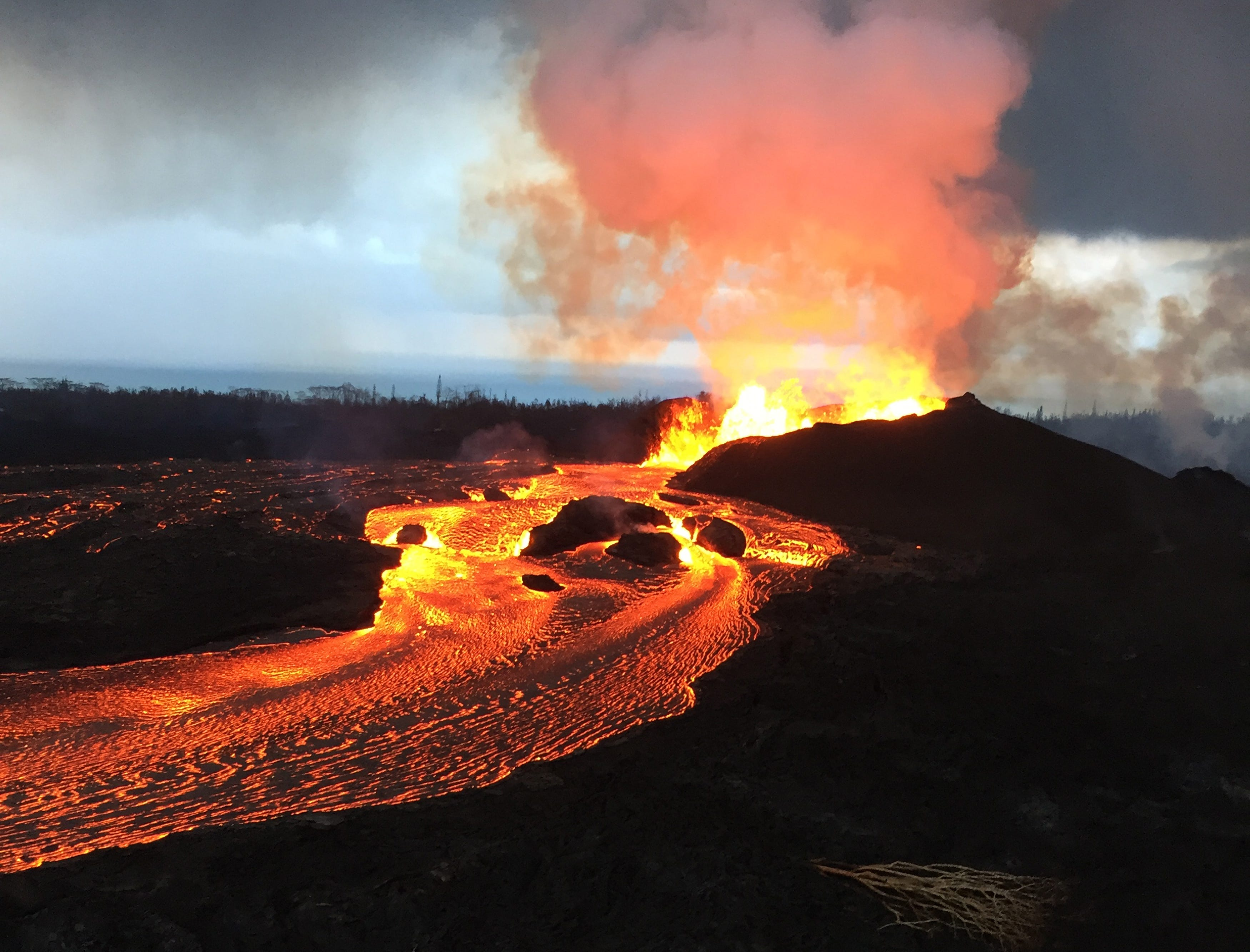 Kilauea volcano eruption is one of the biggest in recent Hawaii history, enough to fill 100,000 pools | Burlington Free Press