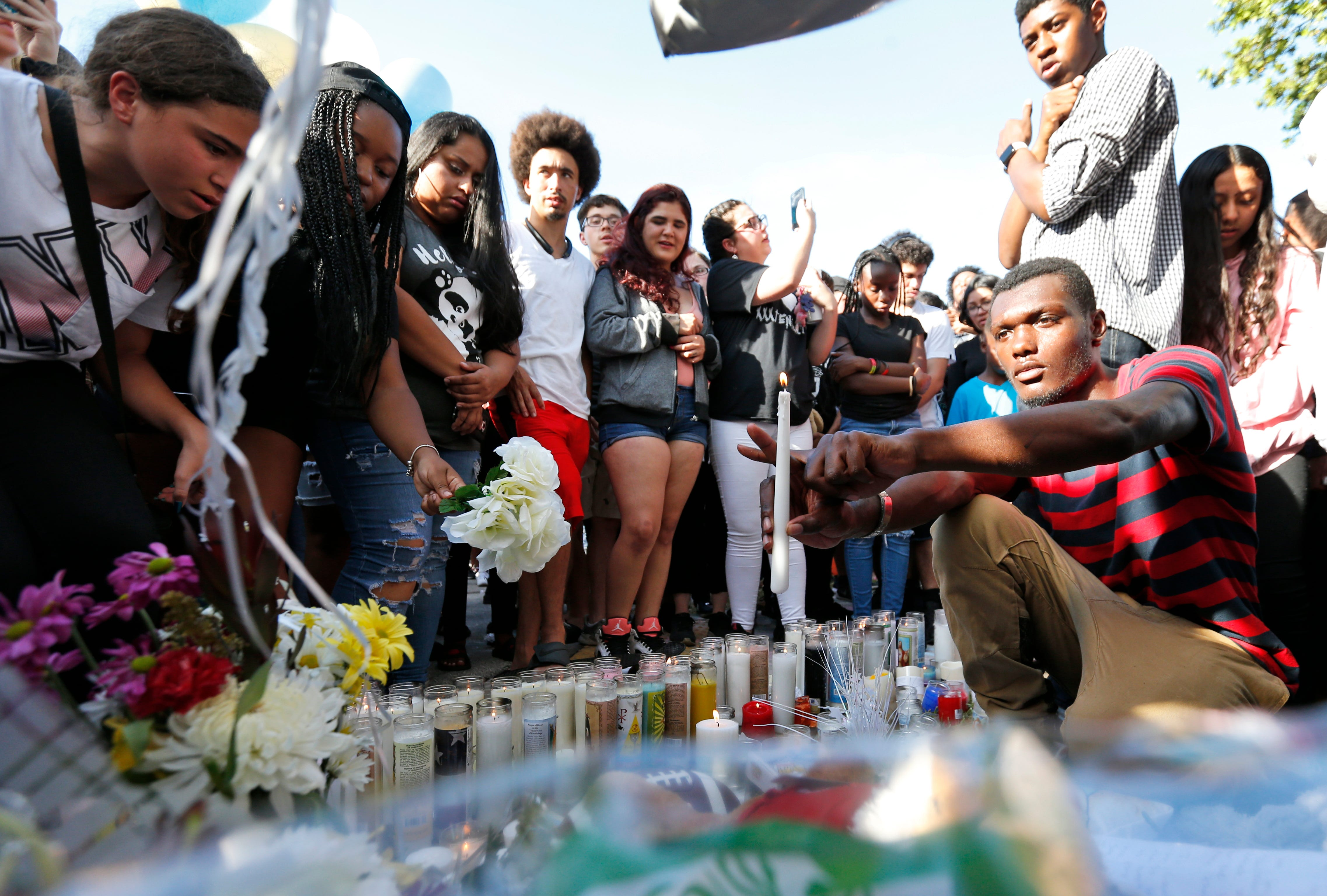 xxxtentacion-shooting-fans-mourn-rapper-as-detectives-search-for-killers