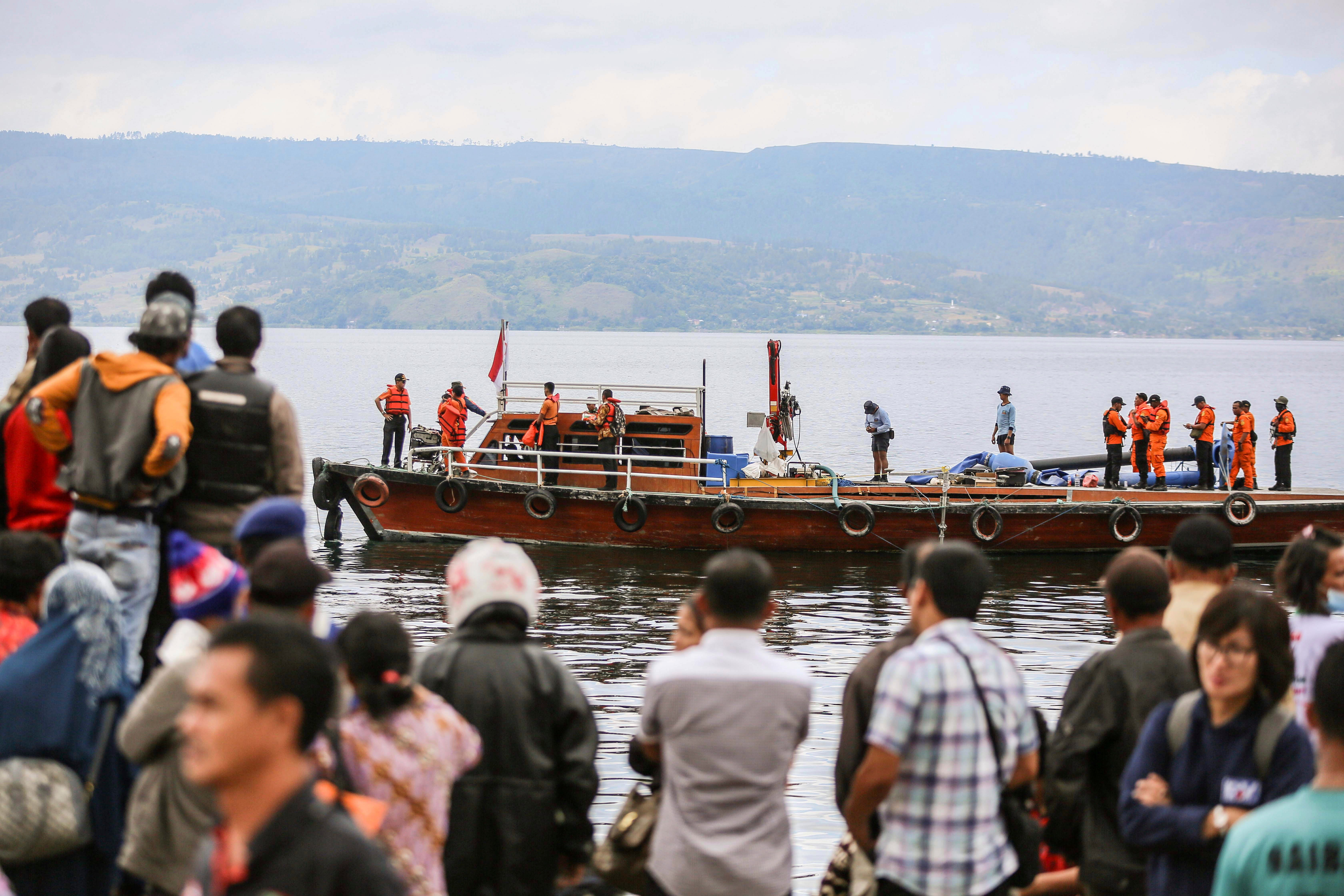 An Indonesian search and rescue team looks for victims of the sunken KM Sinar Bangun ferry on Lake Toba in North Sumarta, Indonesia on June 22, 2018. On June 18 a ferry carrying more than 180 passengers capsized on Lake Toba killing at least three pe