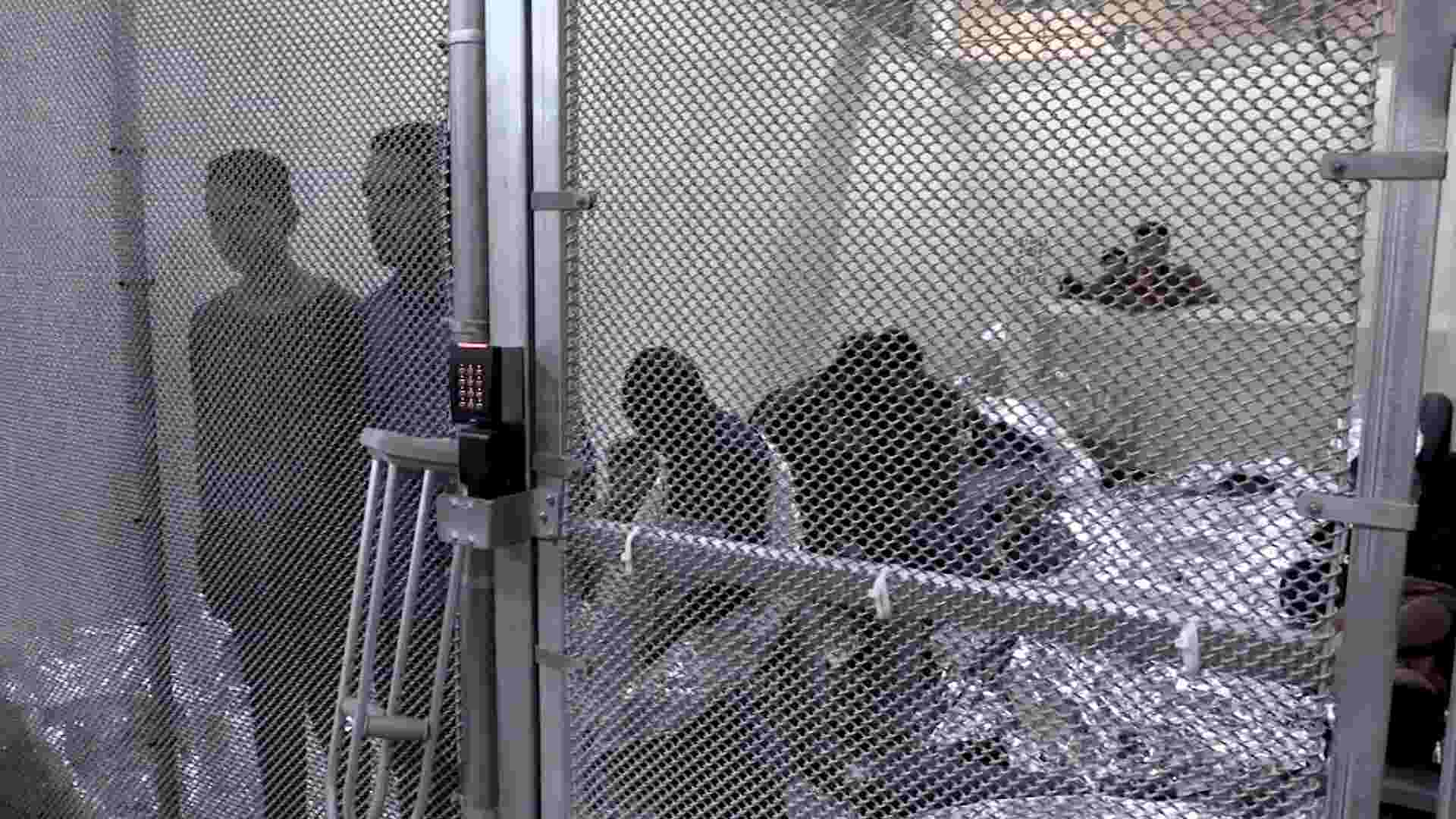 Teen describes smelly, crowded conditions for detained immigrant children