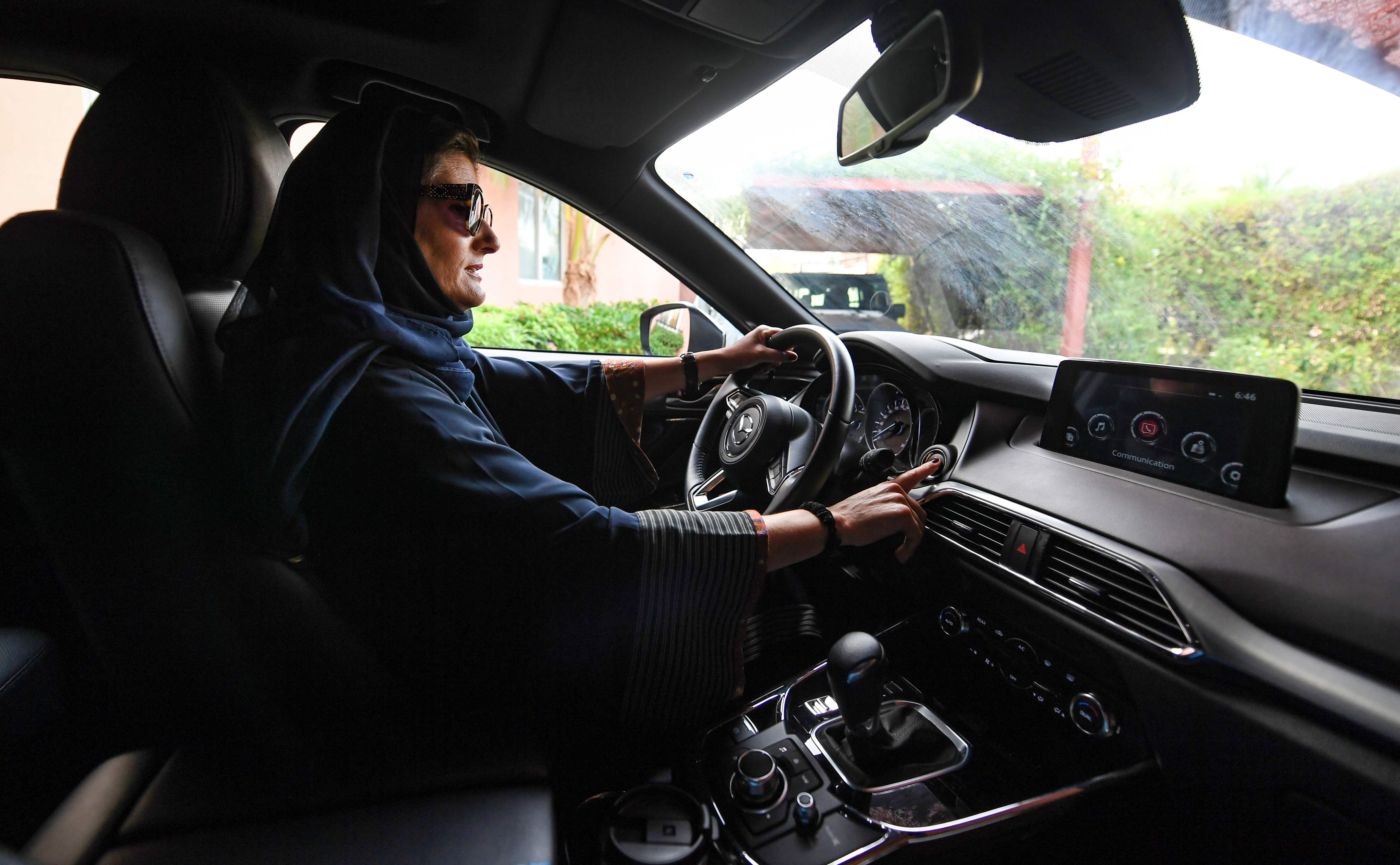 Halah Hussein Reda, a newly-licensed Saudi motorist, drives a car in the Red Sea coastal city of Jeddah early on June 24, 2018.  Saudi Arabia ended its longstanding ban on women driving on June 24, 2018 -- and the second the clock struck midnight, wom