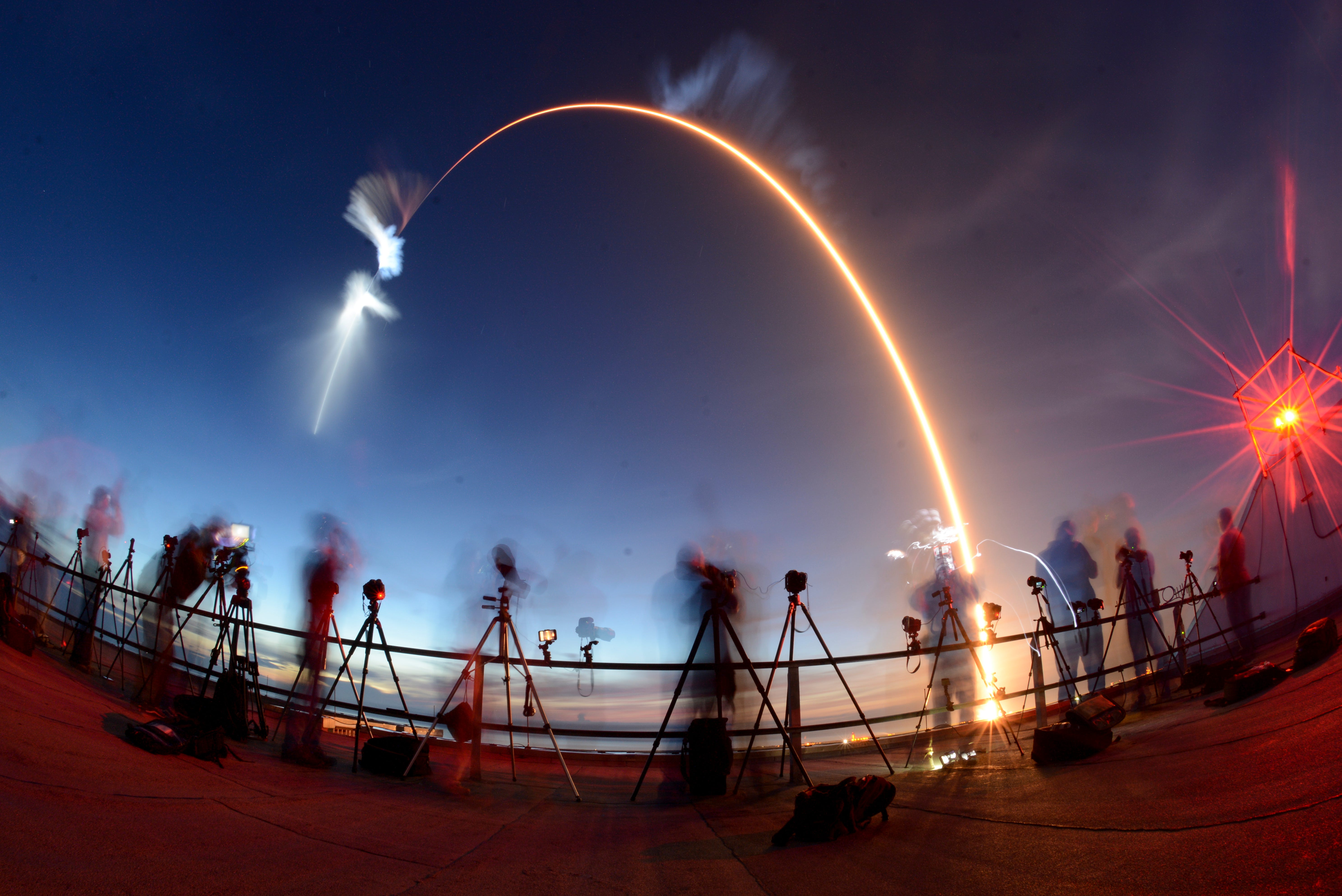 636658535305286354-uscpcent02-70sk4ef0hf6wqwtekco-original SpaceX Falcon 9, Dragon blast off from Cape Canaveral on stunning pre-dawn flight to ISS