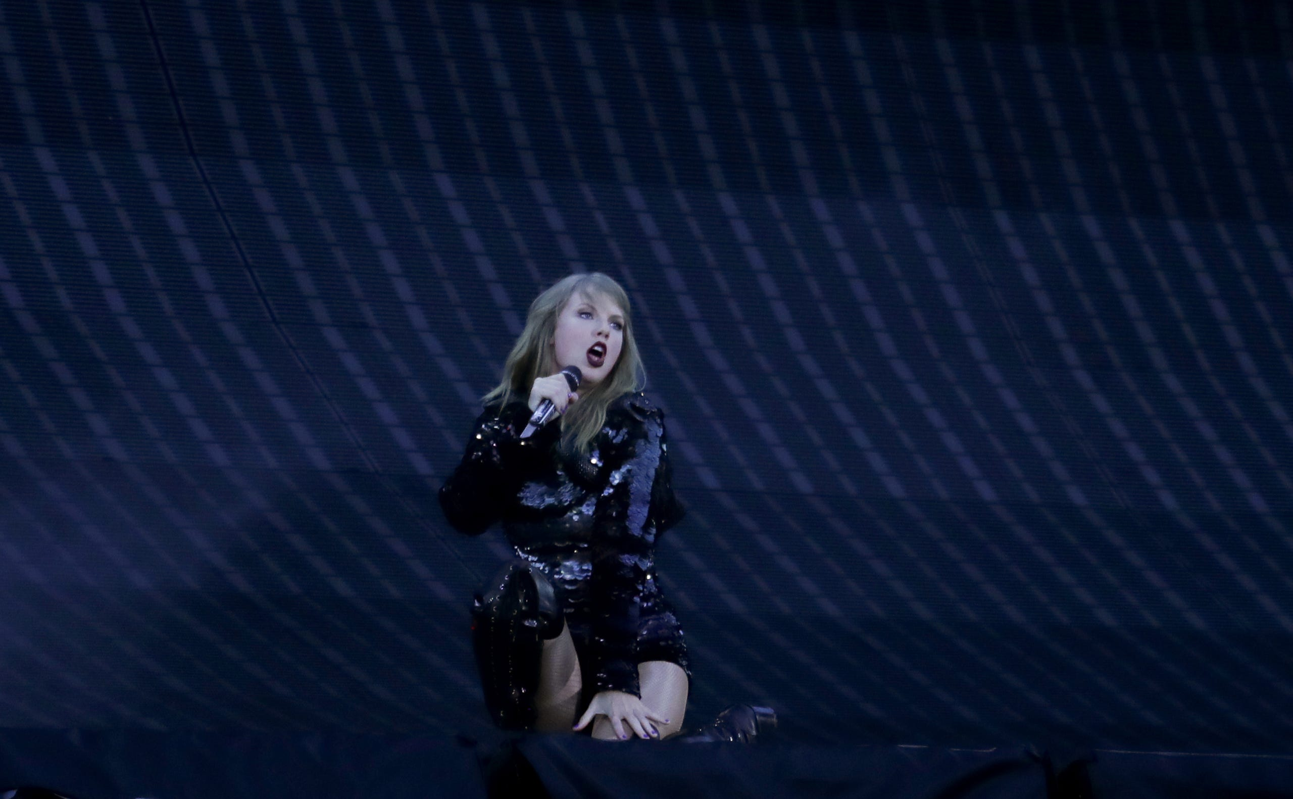 Taylor Swift S Reputation Tour Hits Louisville