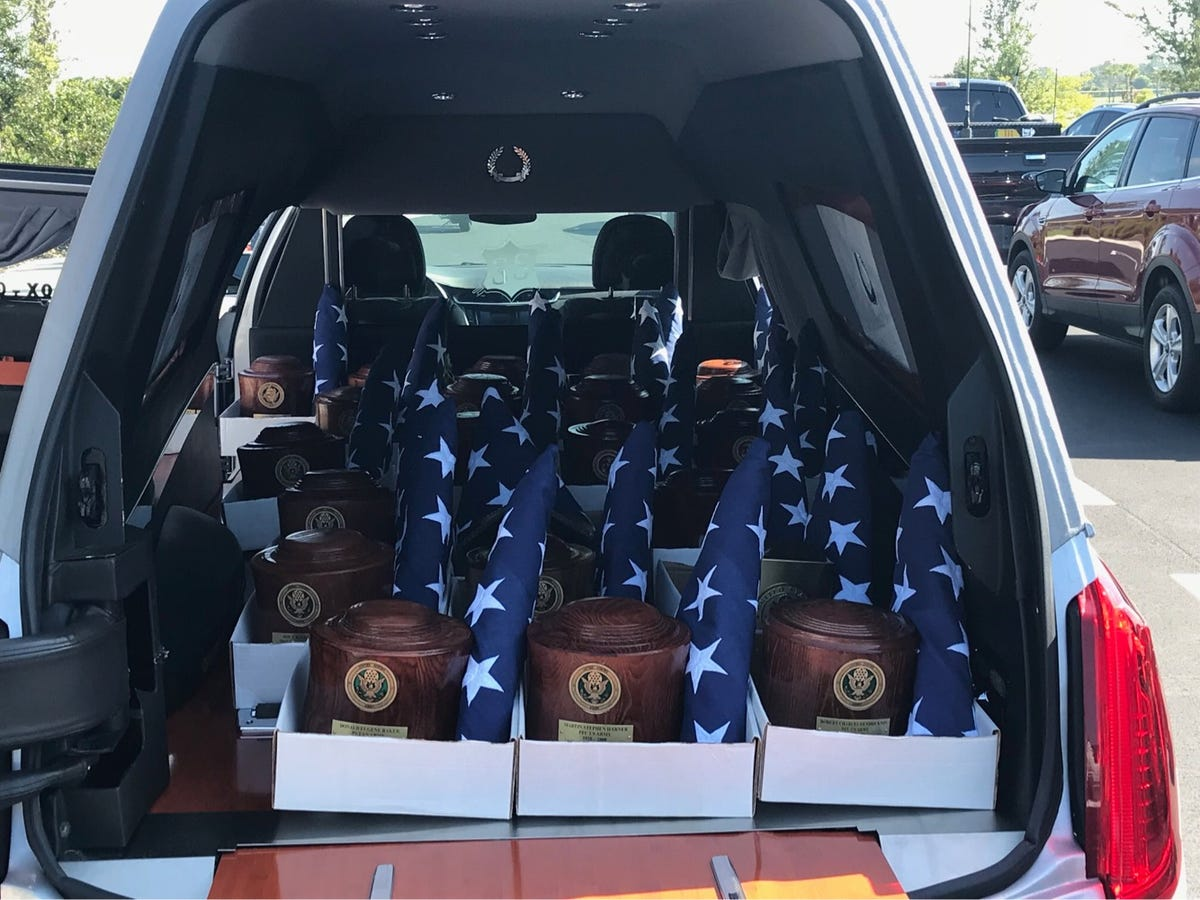 Unclaimed cremains of 21 veterans receive military funeral