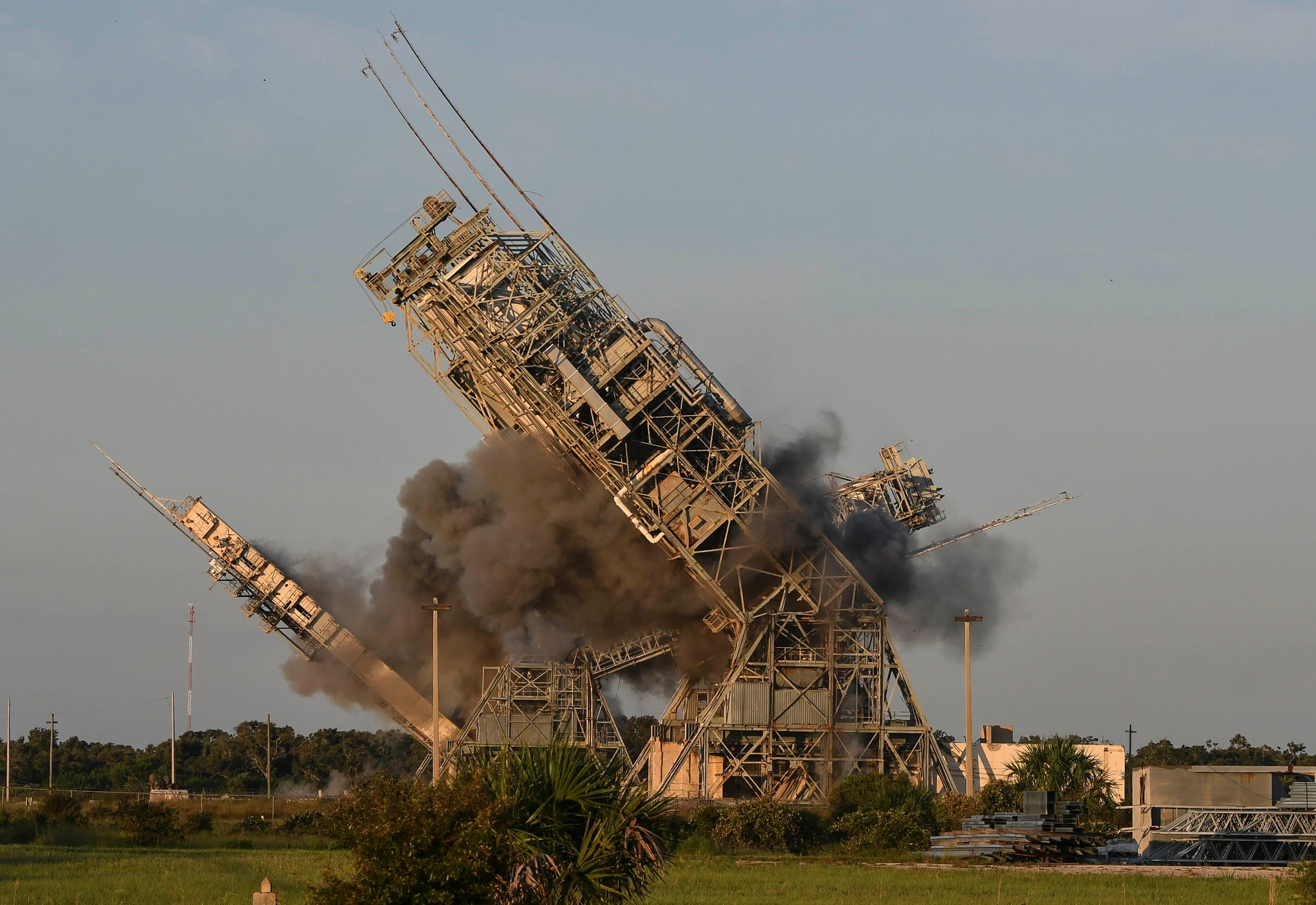 636669786164717086-lc17-crb071218-demolition-2 Twin launch towers tumble at Cape Canaveral's historic Launch Complex 17