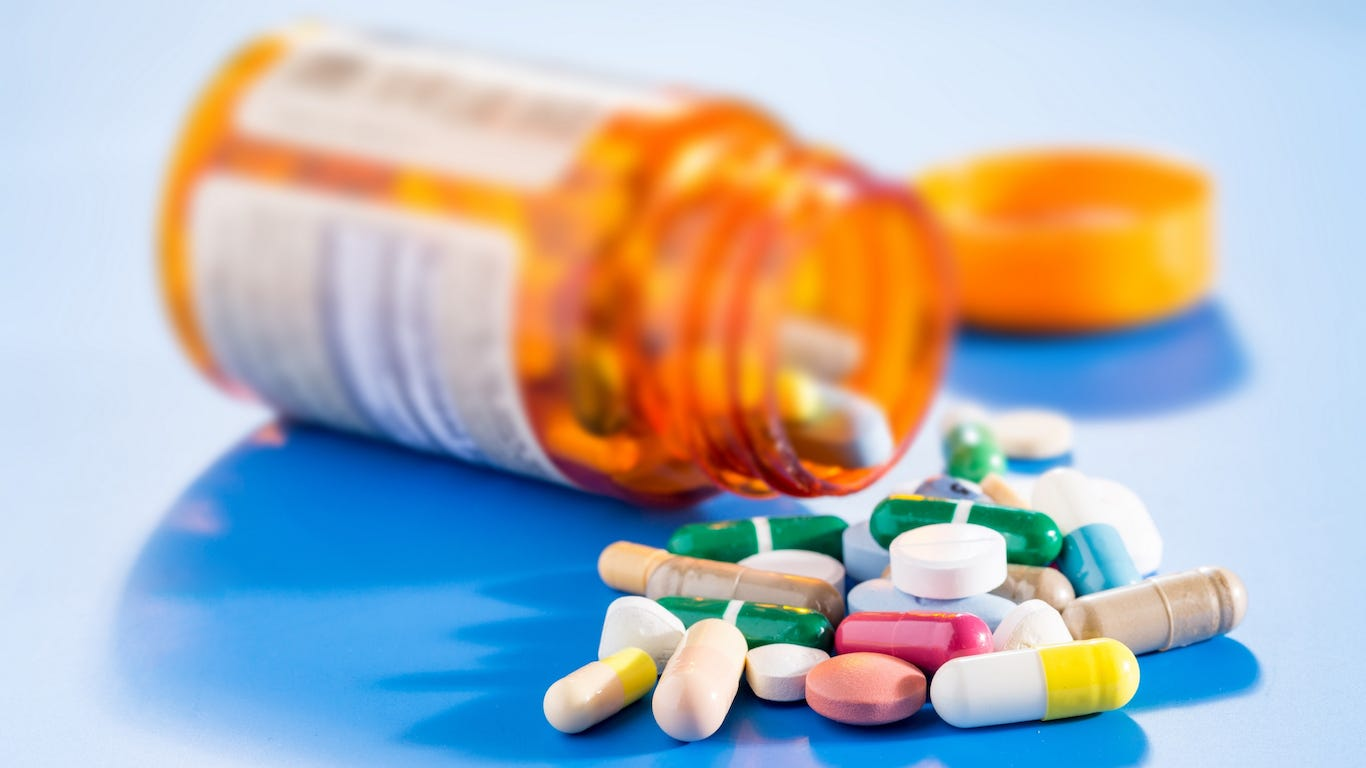 the battle of the drug industrys pharmaceutical giants In the case of pharma industry there is enough evidence to suggest that are very few innovative miracle drugs in the pipeline and that the drug industry is awash with me-too drugs from the data collated from 1998 to 2002, 415 drugs were approved.