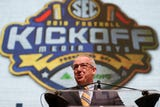USA TODAY NETWORK - Tennessee's Adam Sparks, Joe Rexrode and John Adams break down Day 1 from SEC Media Days.