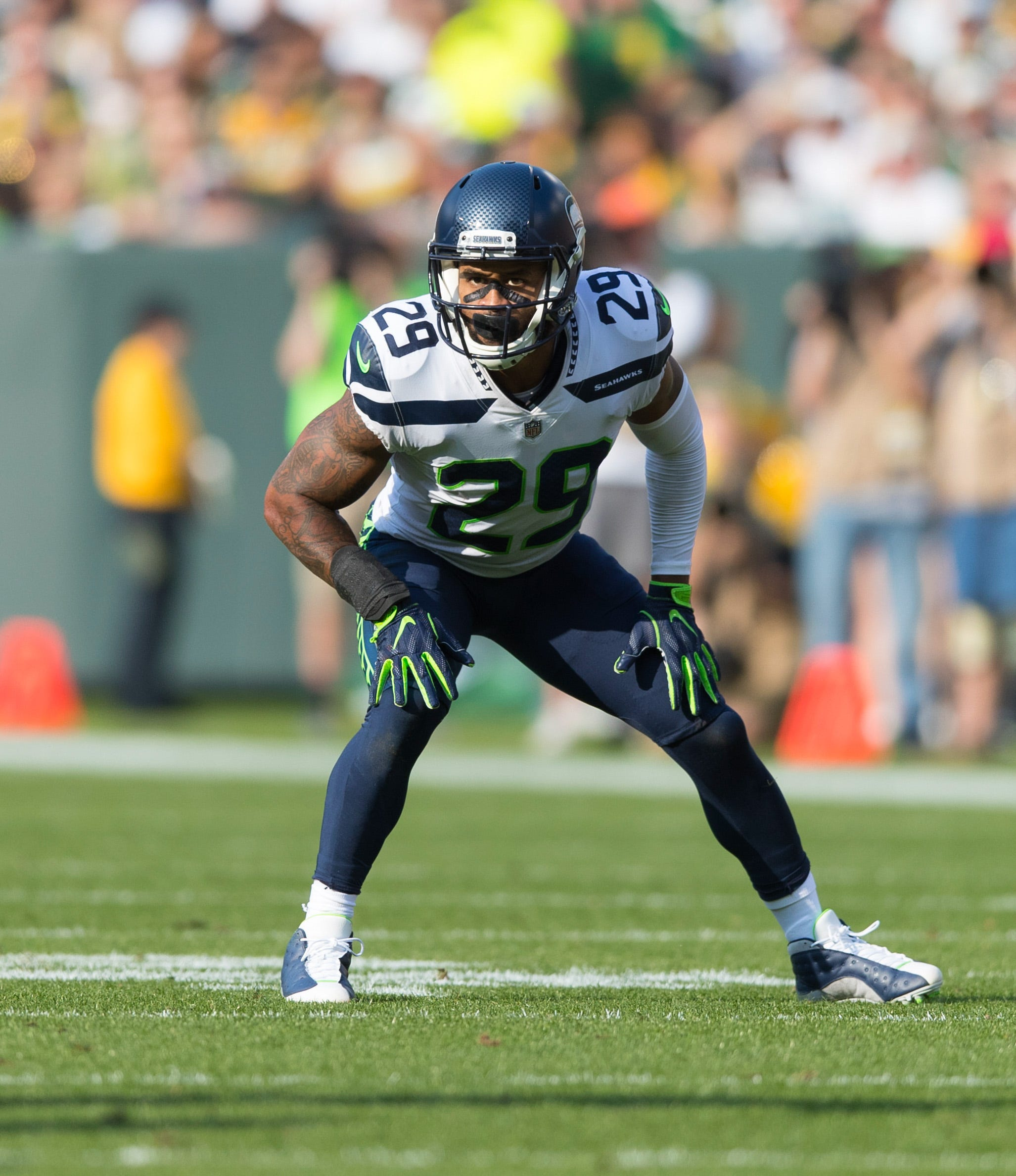 Seahawks' Earl Thomas: Give me contract extension or 'let's make a trade happen'