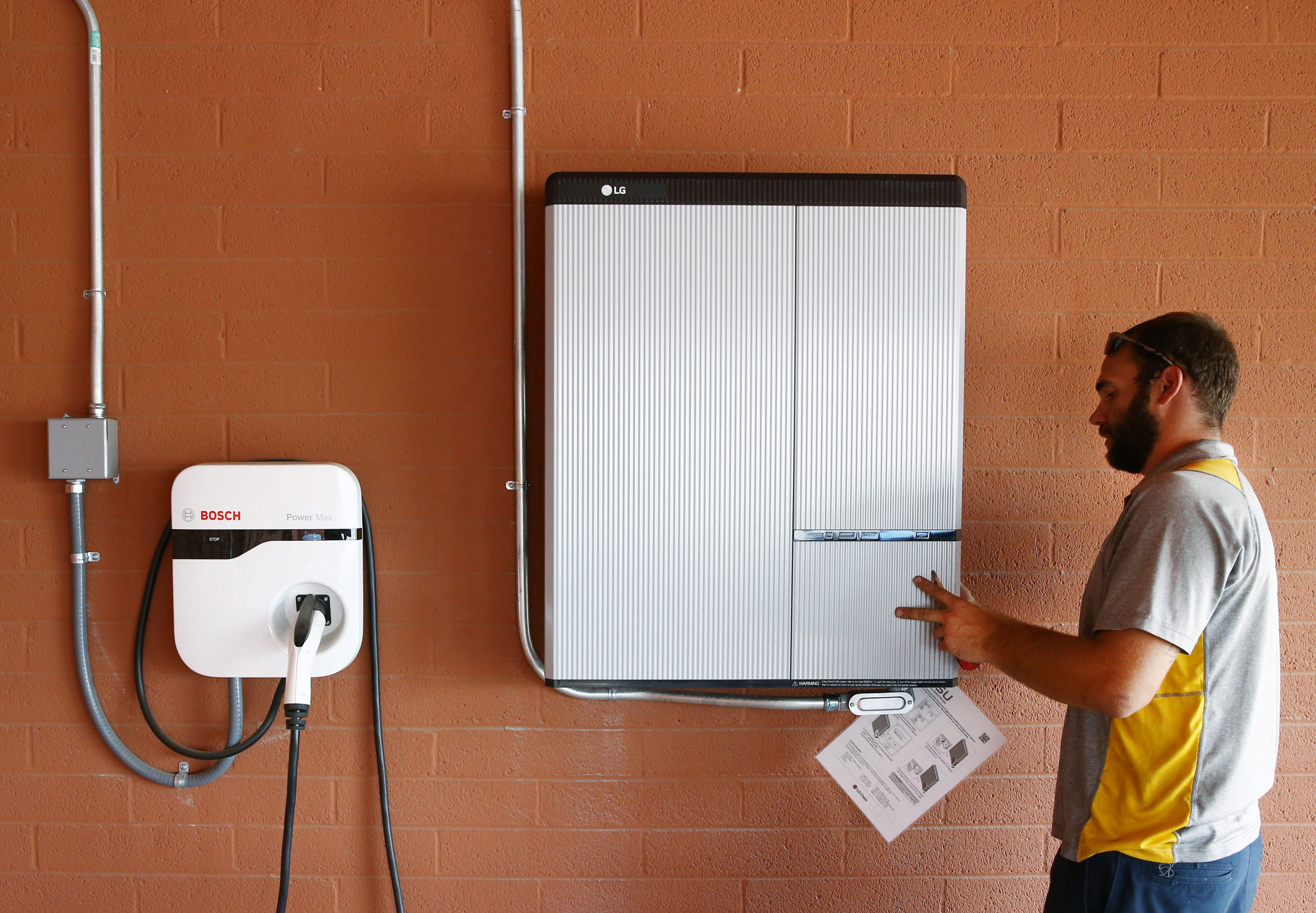 Home batteries: What are they, and is it worth it for you to get one? | AZ Central