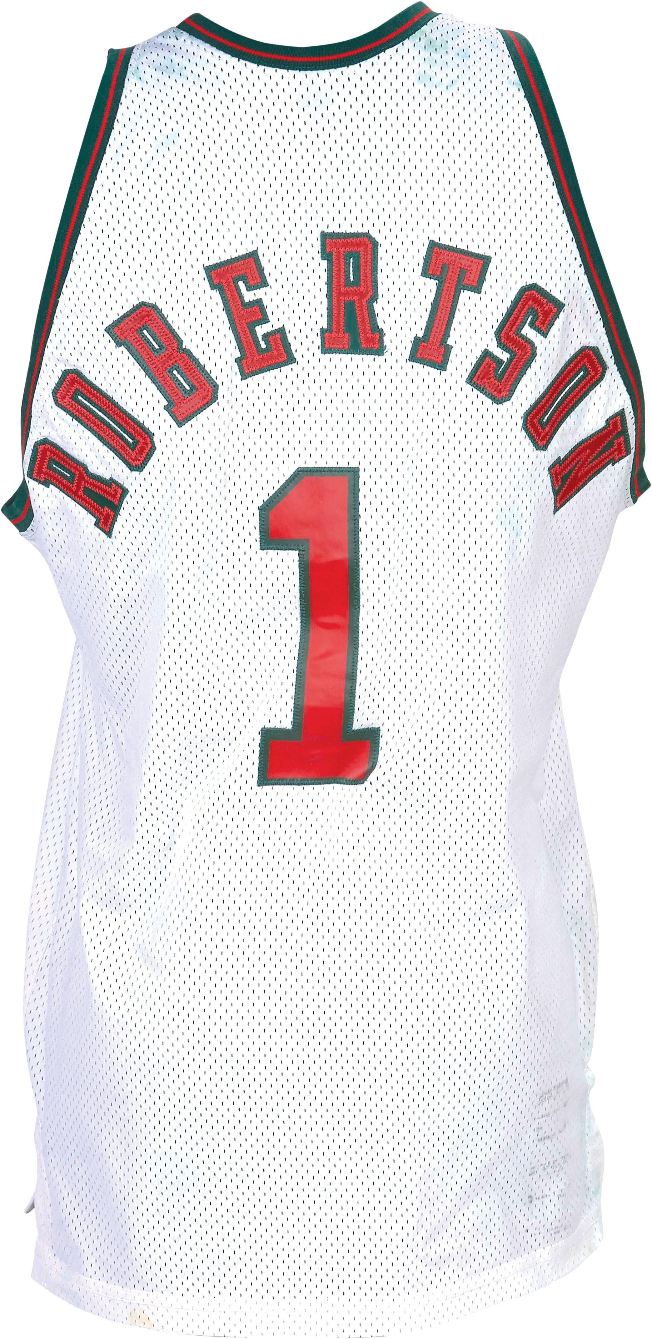 cfd3096fae0 636674134077905714-1973-74-Oscar-Robertson-Bucks-game-worn-jersey-back.jpg